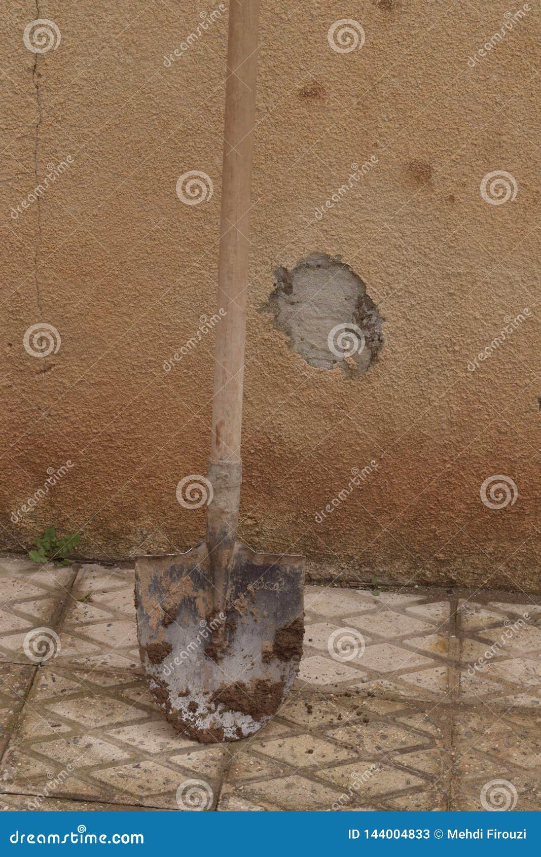 Uma pá na jarda