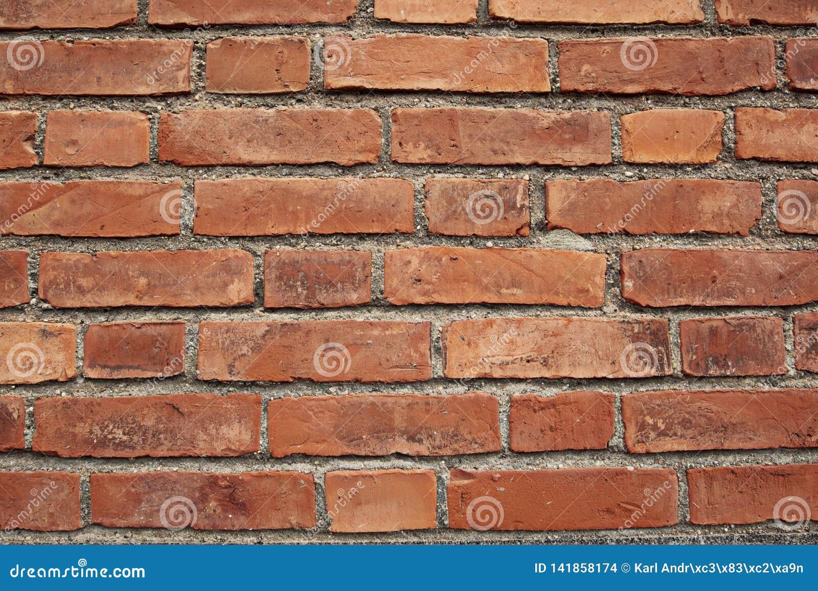 Uma parede de tijolo vermelho, paisagem