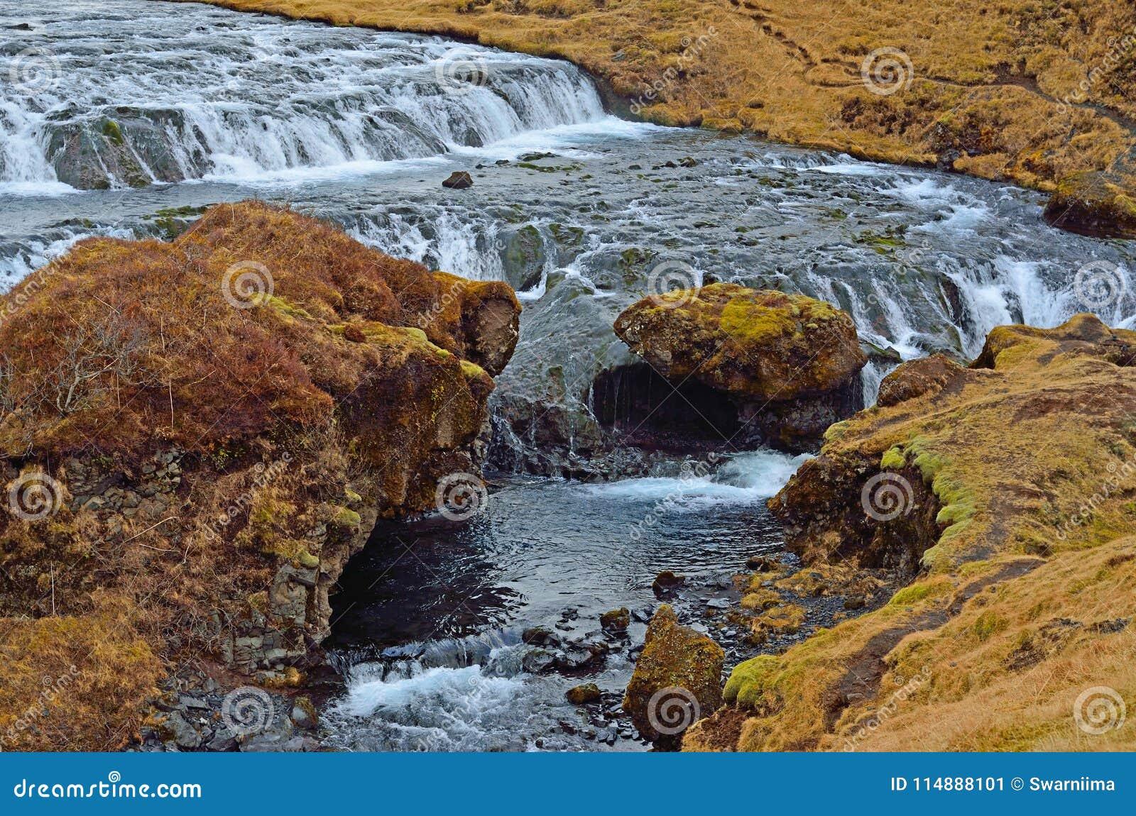 Uma parte da cachoeira dos skogafoss em Islândia