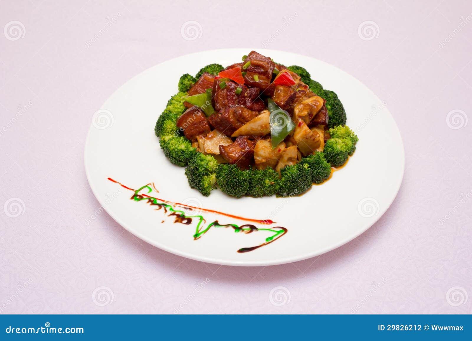 Uma placa dos tiros do carne e os de bambu
