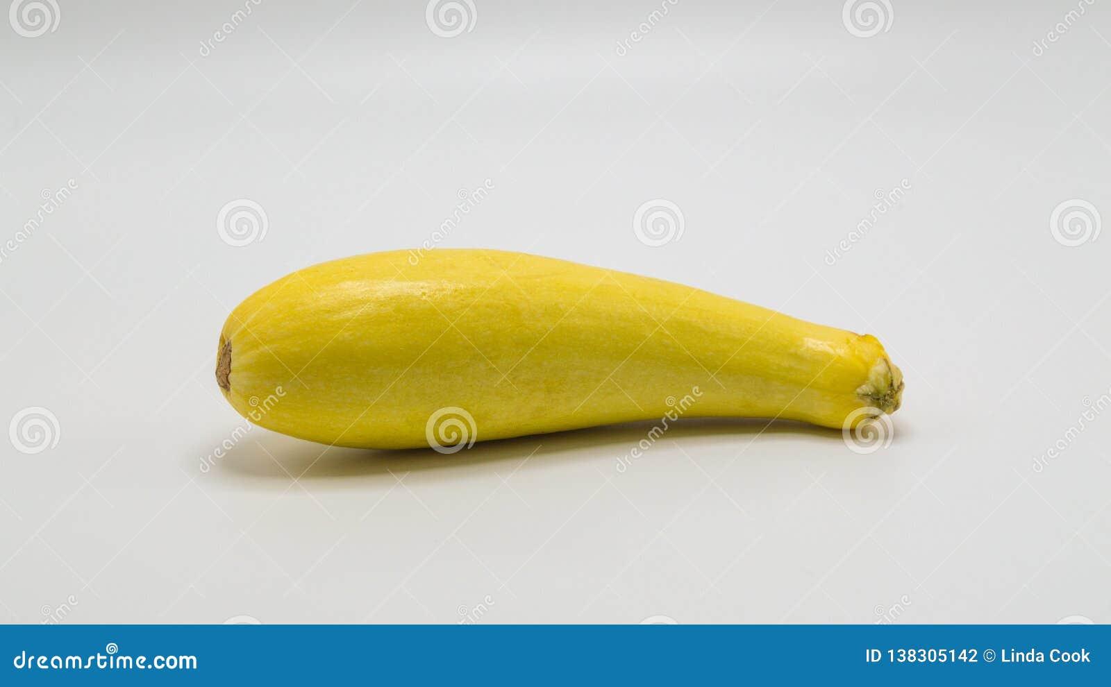 Uma polpa de verão amarela no branco