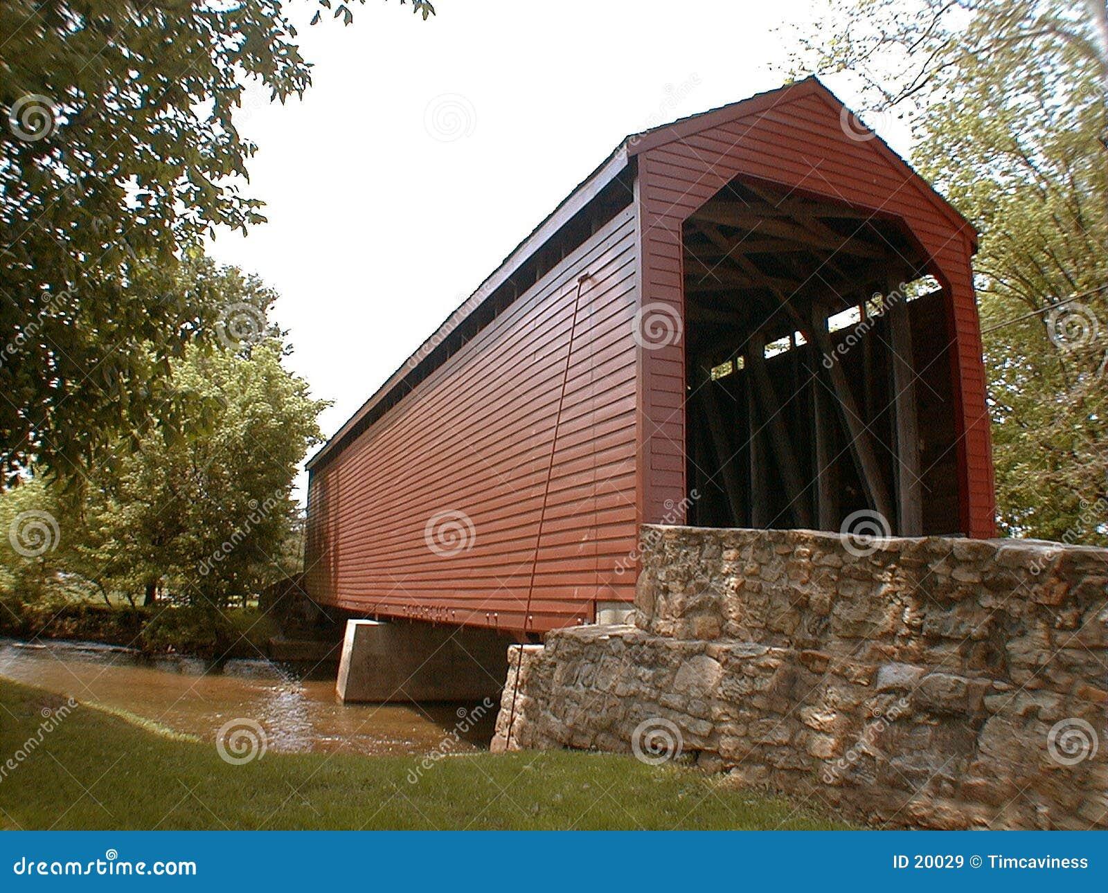 Uma ponte coberta histórica