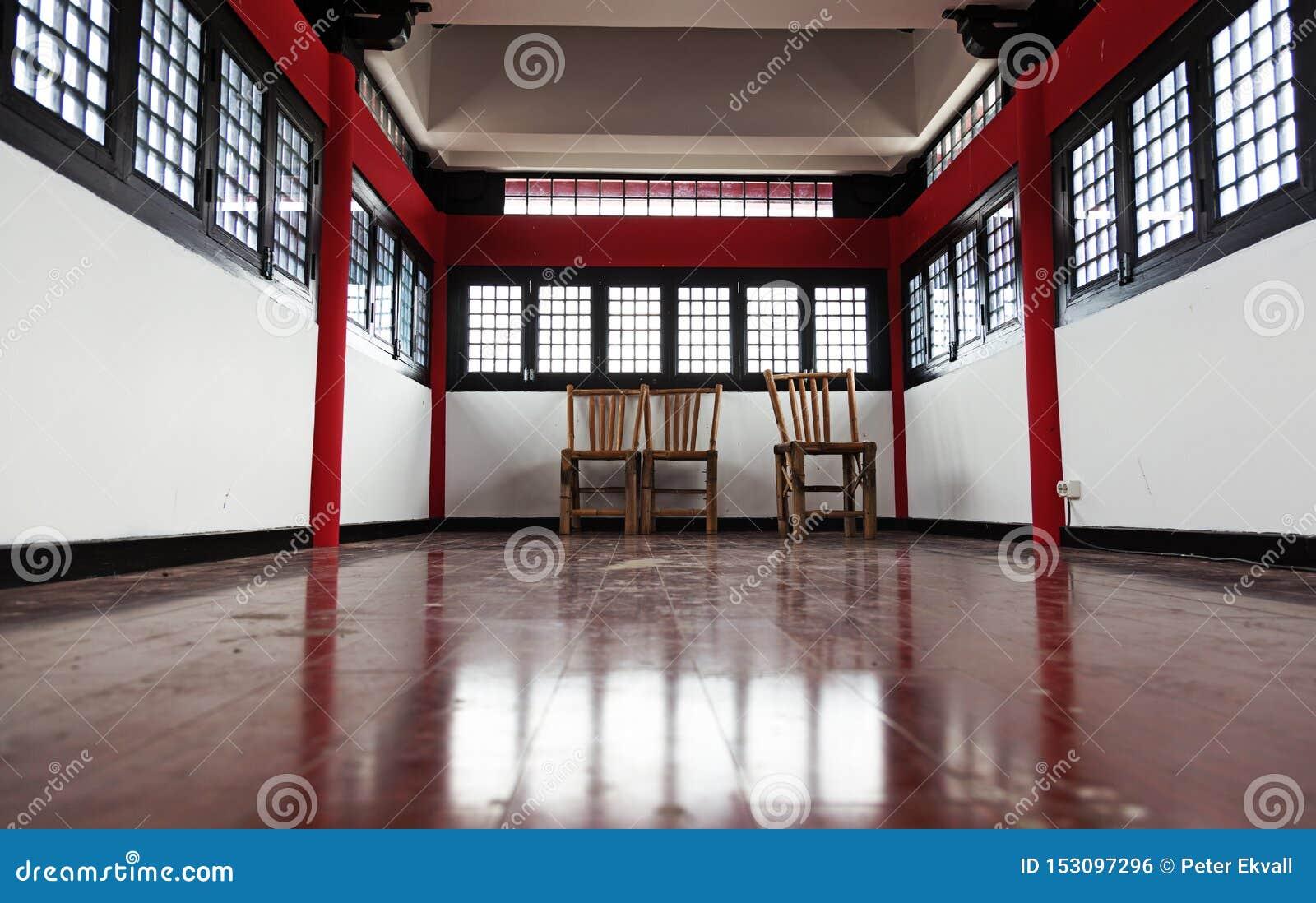 Uma sala chinesa tradicional em Dragon Gate