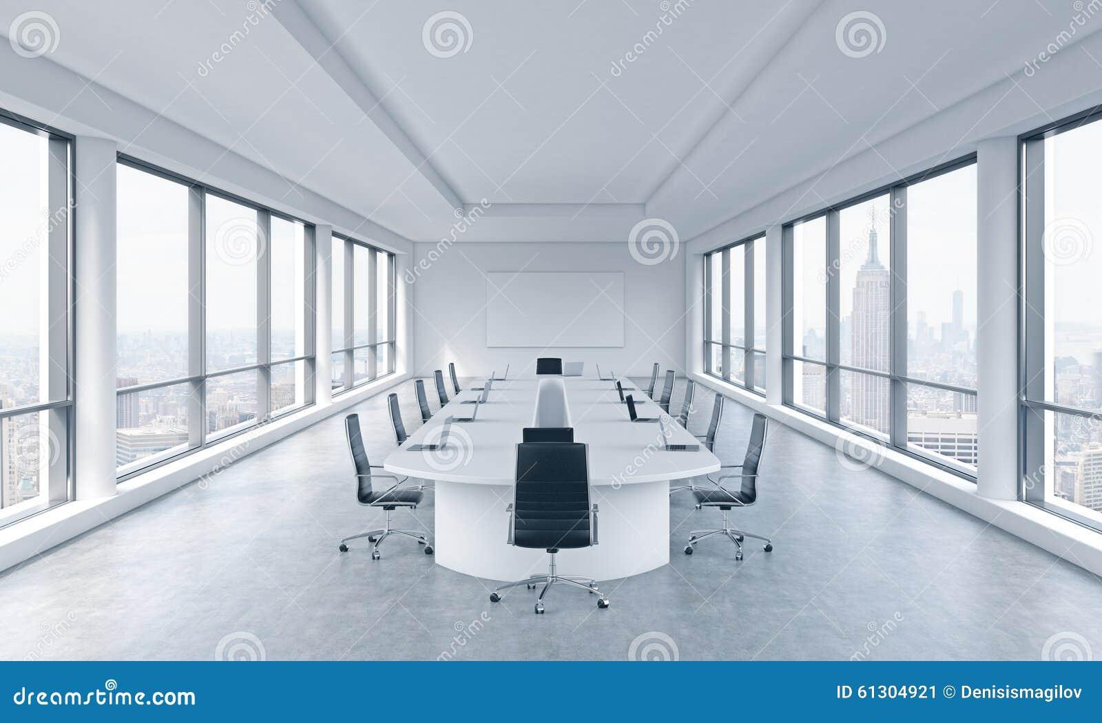 Uma sala de reunião panorâmico moderna brilhante em um escritório moderno com opinião de New York City O conceito da reunião da p