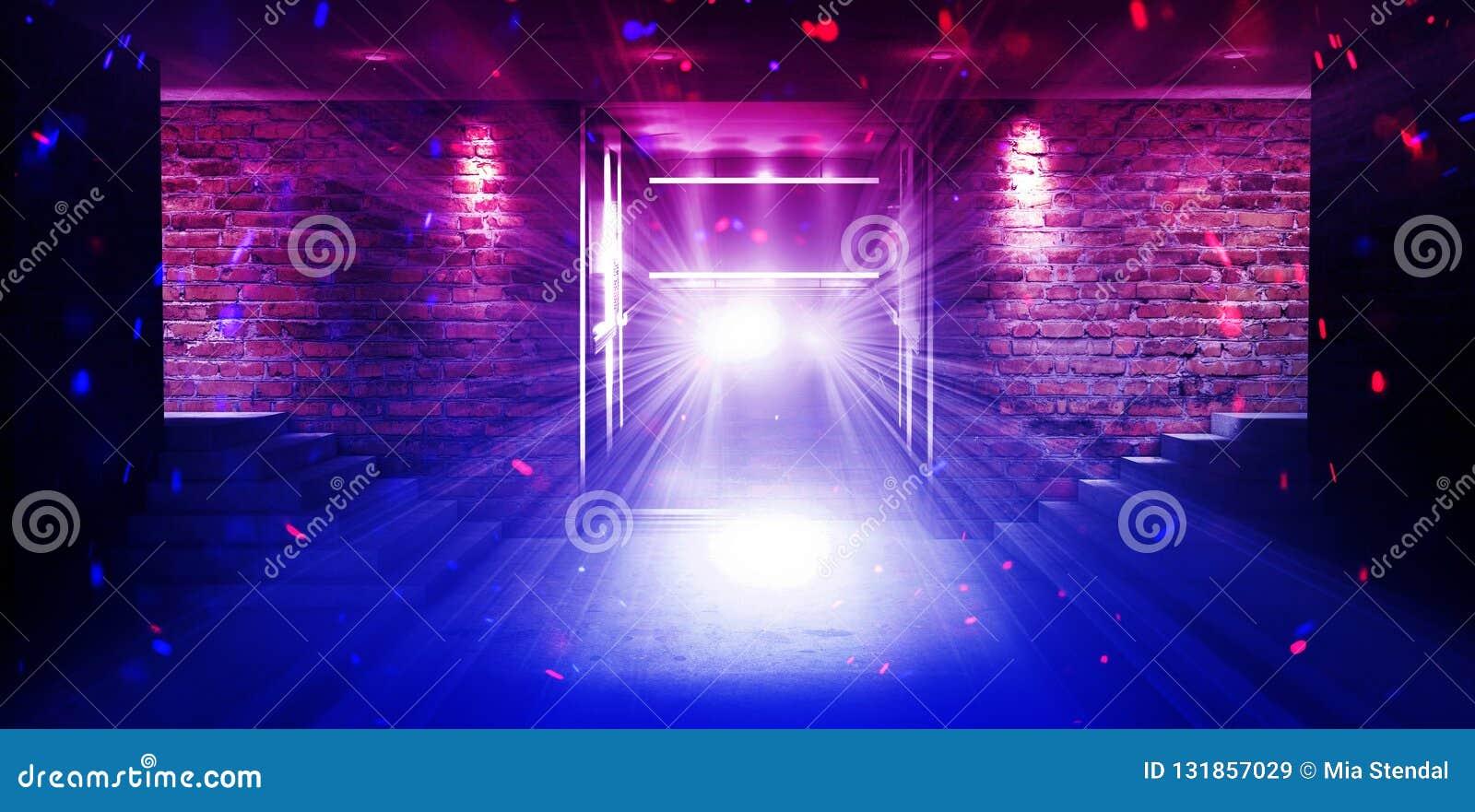 Uma sala vazia com paredes de tijolo e o assoalho concreto Sala vazia, escadas acima, elevador, fumo, poluição atmosférica, luzes