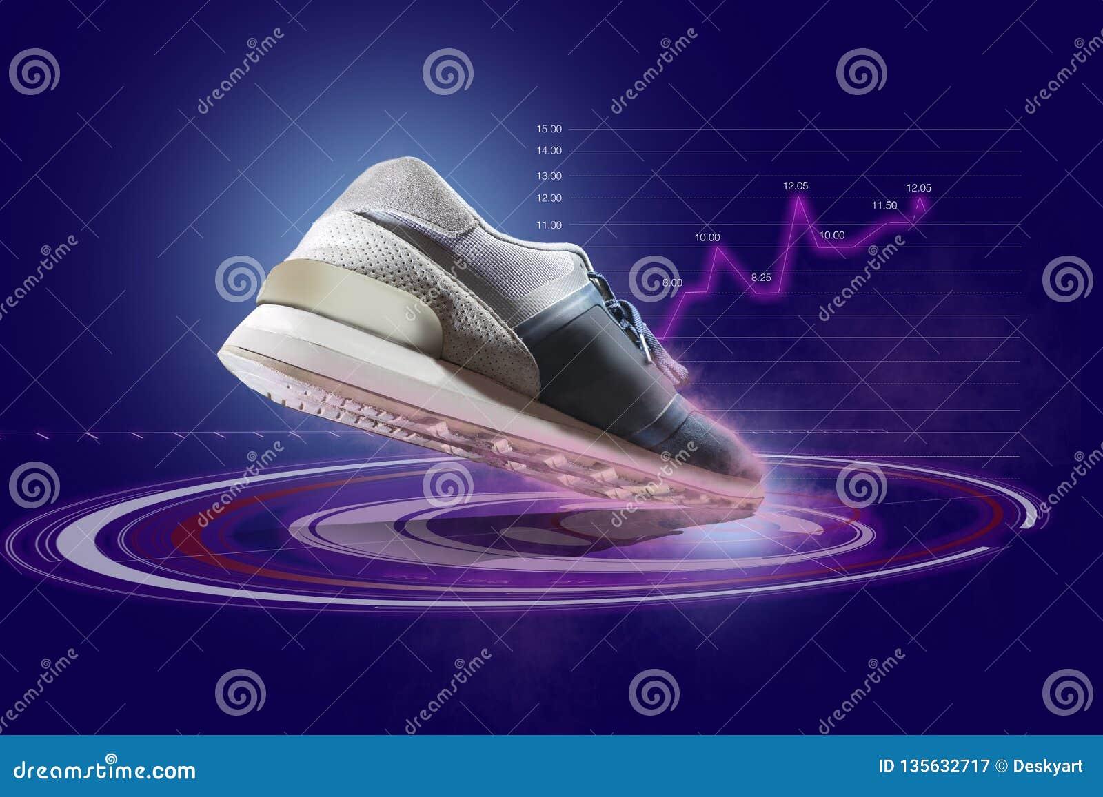 Uma sapata dos esportes com o holograma futurista centrado dentro na parte frontal da parte inferior da sapata
