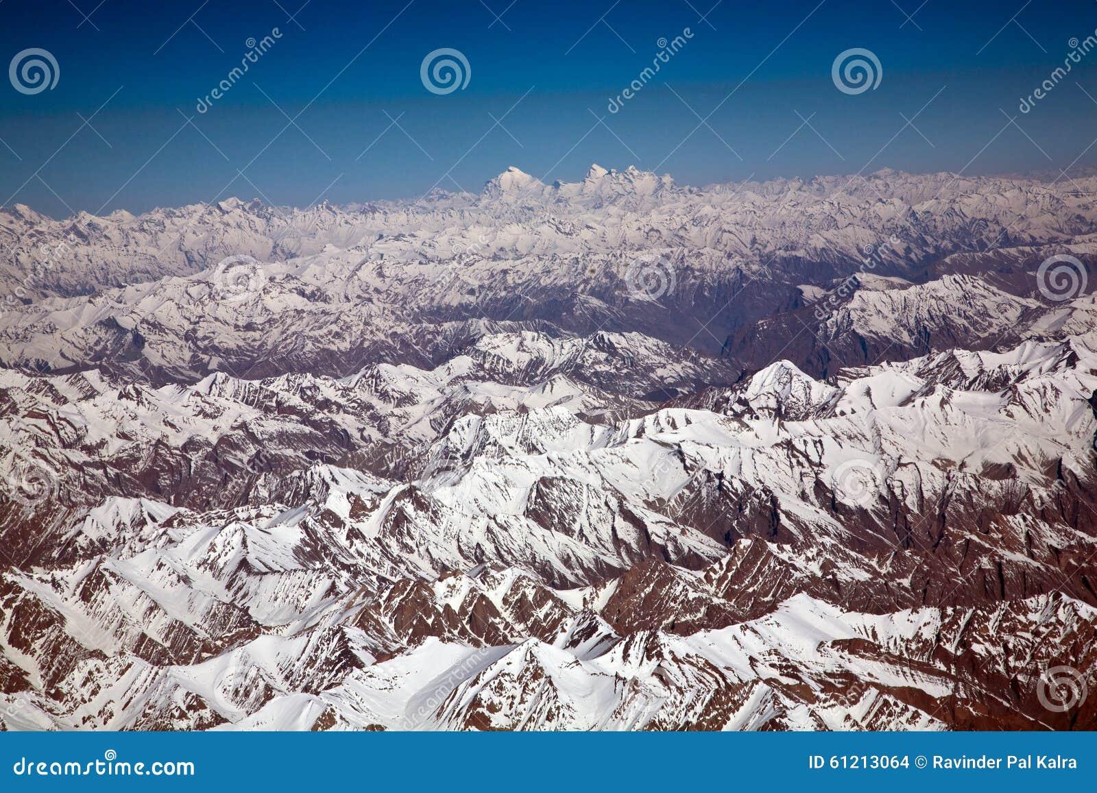 Uma vista aérea da neve ladden Himalayas ocidentais, Ladakh-Índia