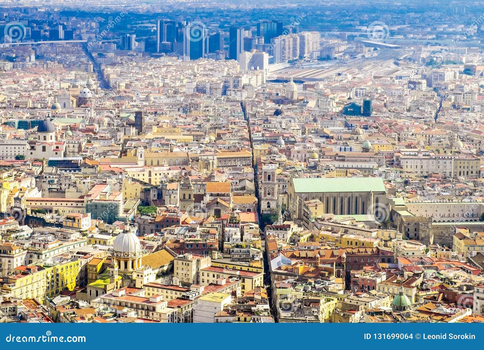 Uma vista centro da cidade de Nápoles do centro, Napoli no Campania Itália