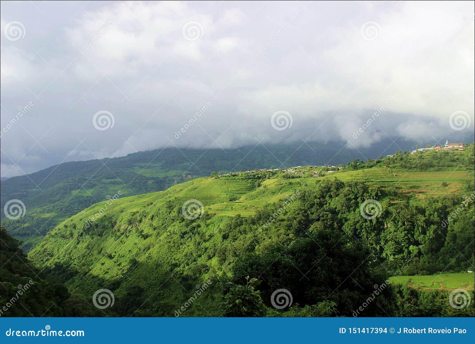 Uma vista da vila do MAI de Khyoubu, Senapati
