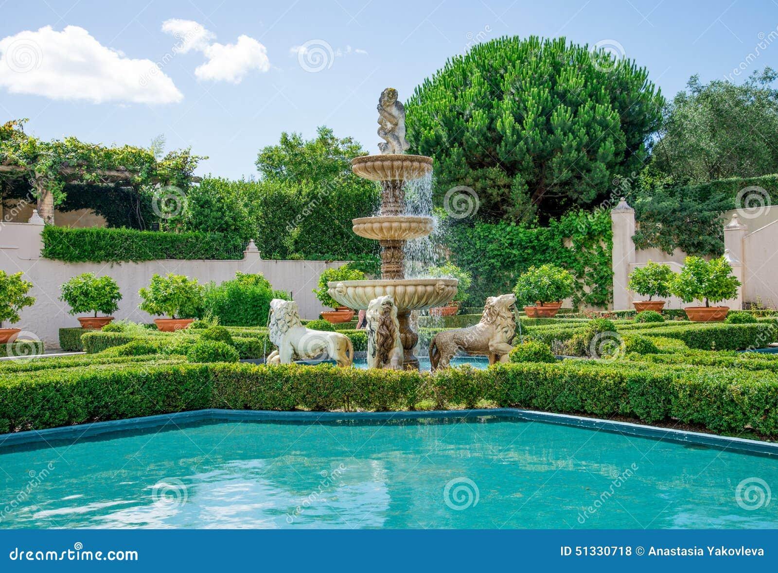 Uma vista do jardim italiano em Hamilton Botanical jardina em Nova Zelândia
