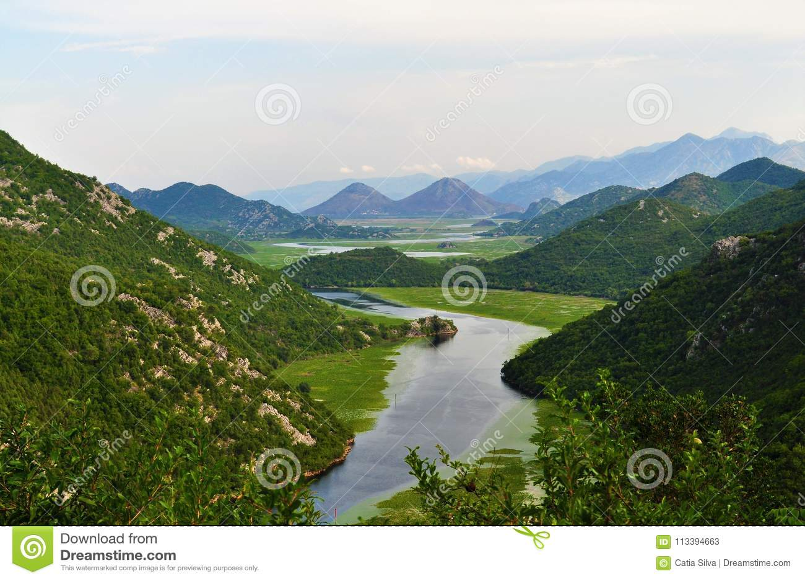Uma vista do parque nacional do lago Skadar - Montenegro