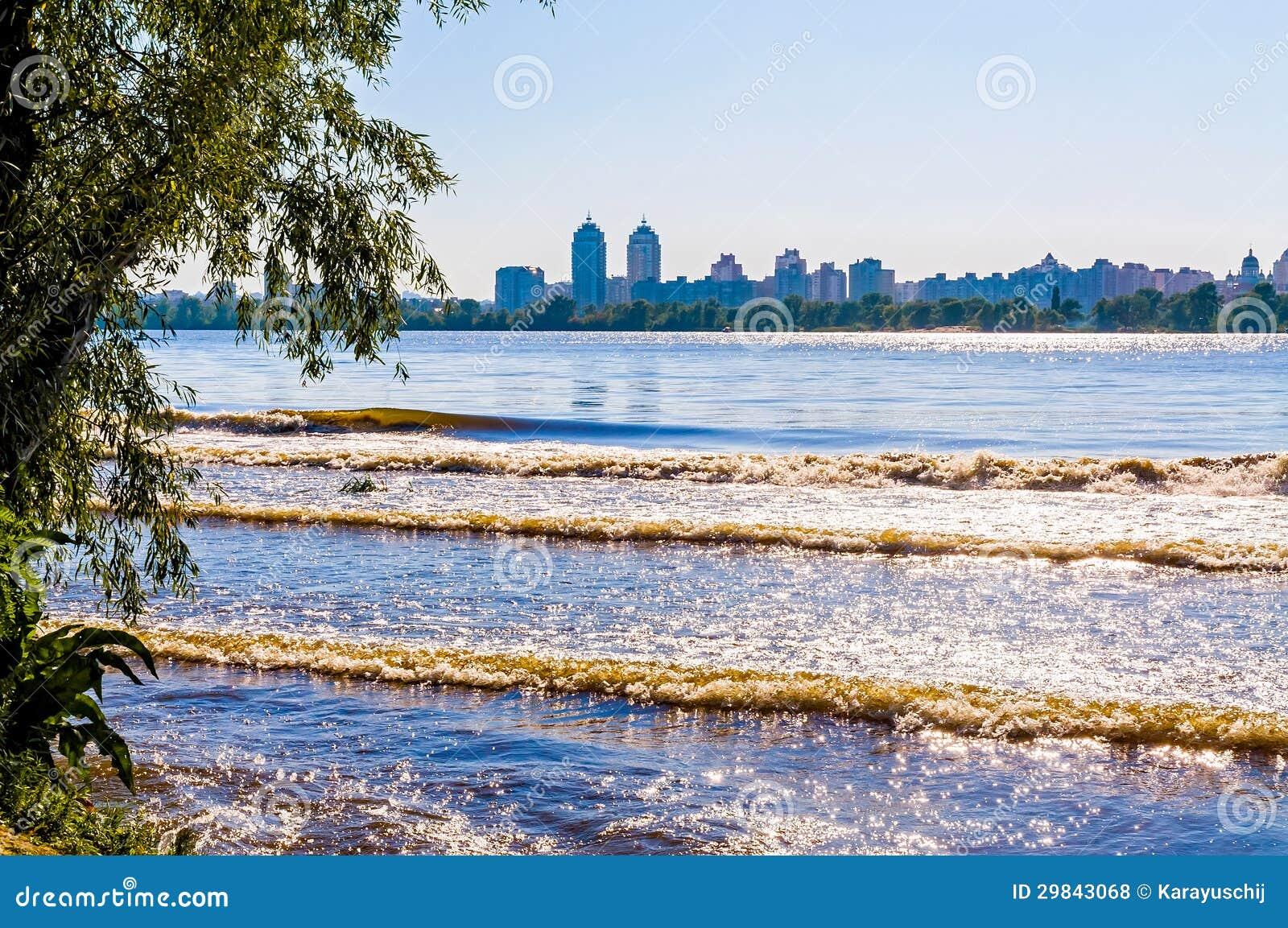 Uma vista do rio de Dnieper em Kiev