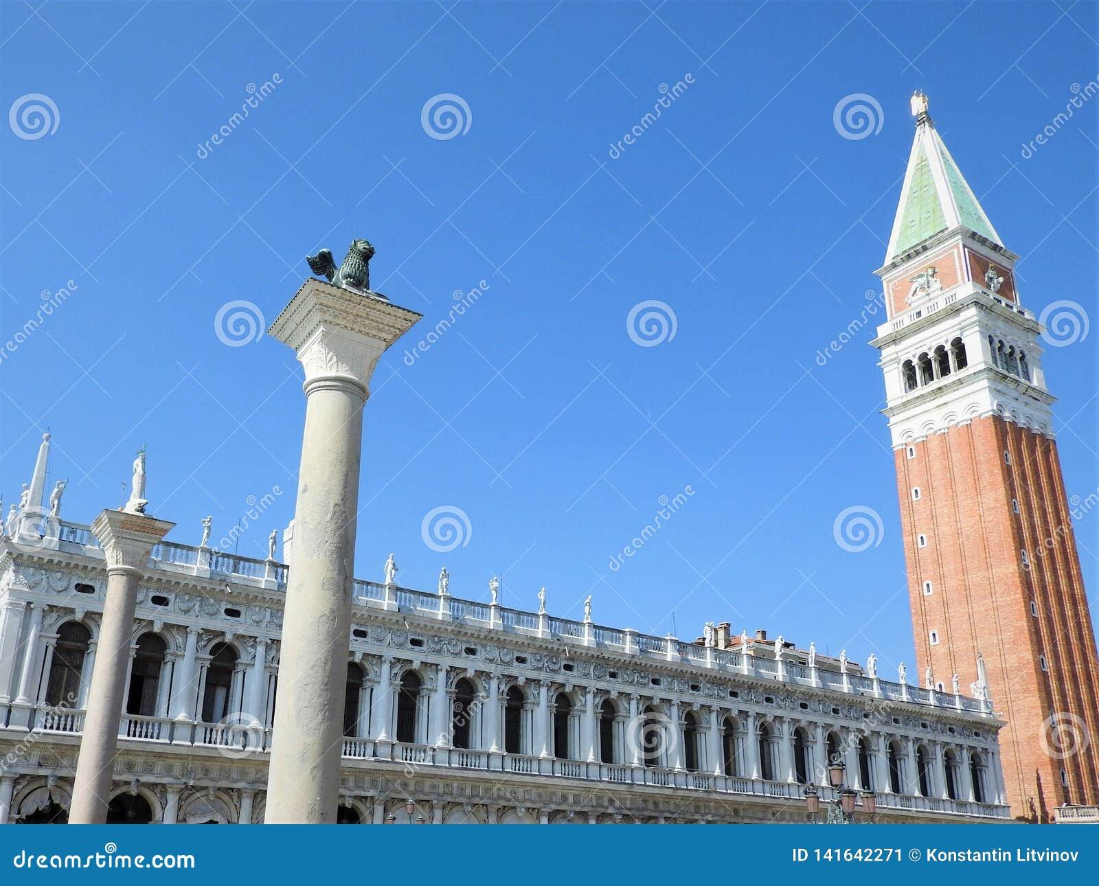 Uma vista exterior da arquitetura e dos marcos da cidade italiana de Veneza