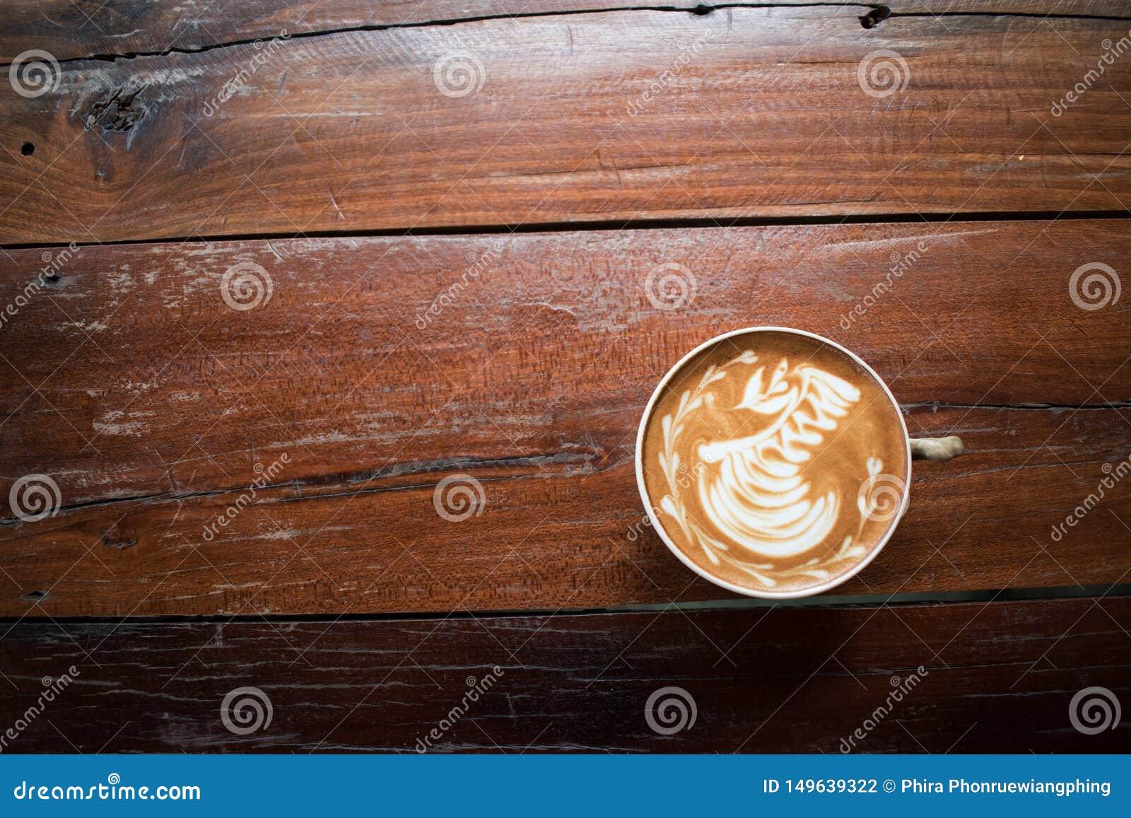 Uma x?cara de caf? na tabela de madeira velha cafetaria, Tail?ndia