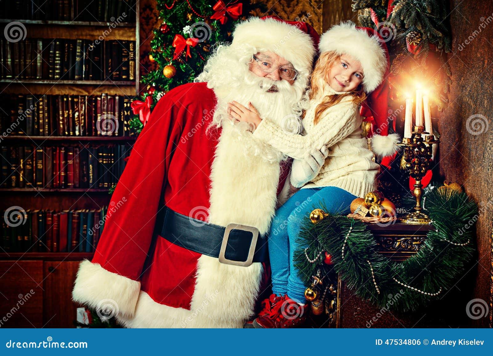 Umarmen von Weihnachtsmann