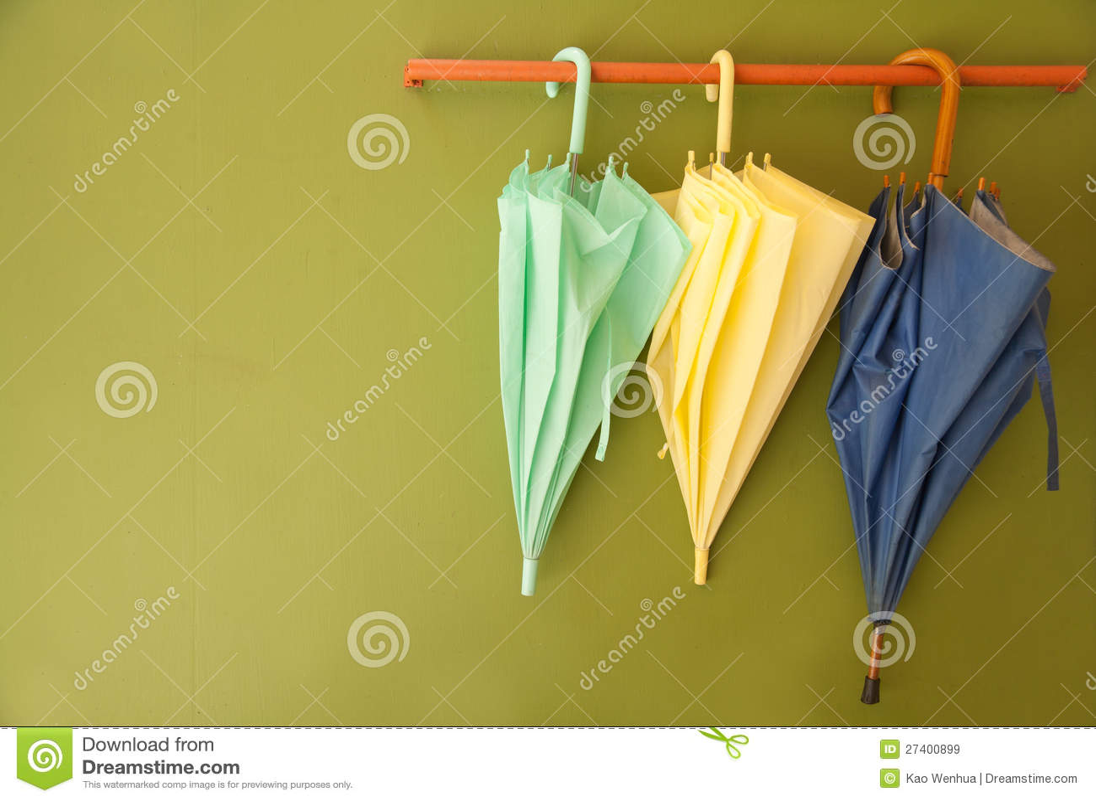 Umbrella hang on hanger