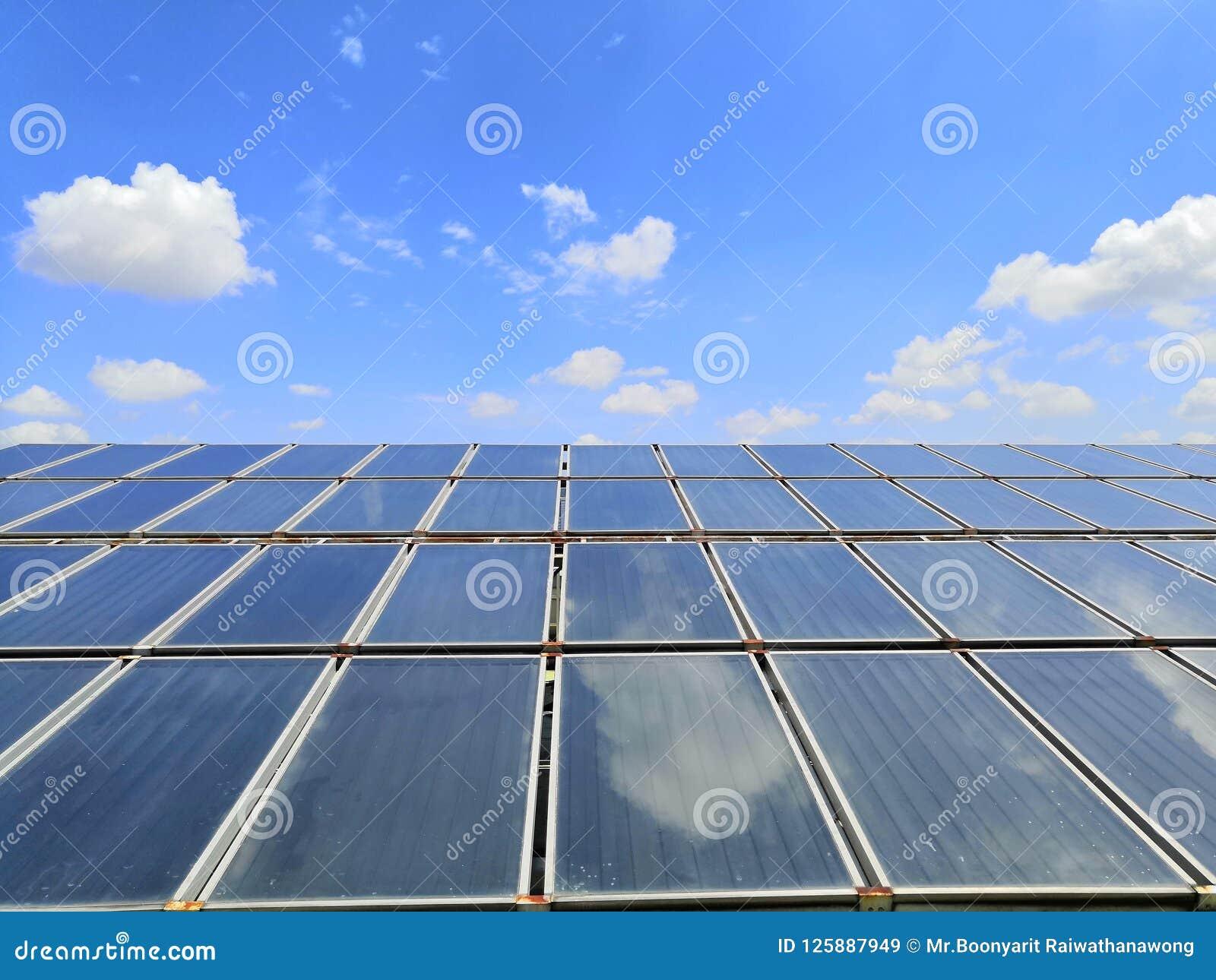 Umfangreich Solarwarmwasserbereitungsheizsystem auf dem Krankenhausdach