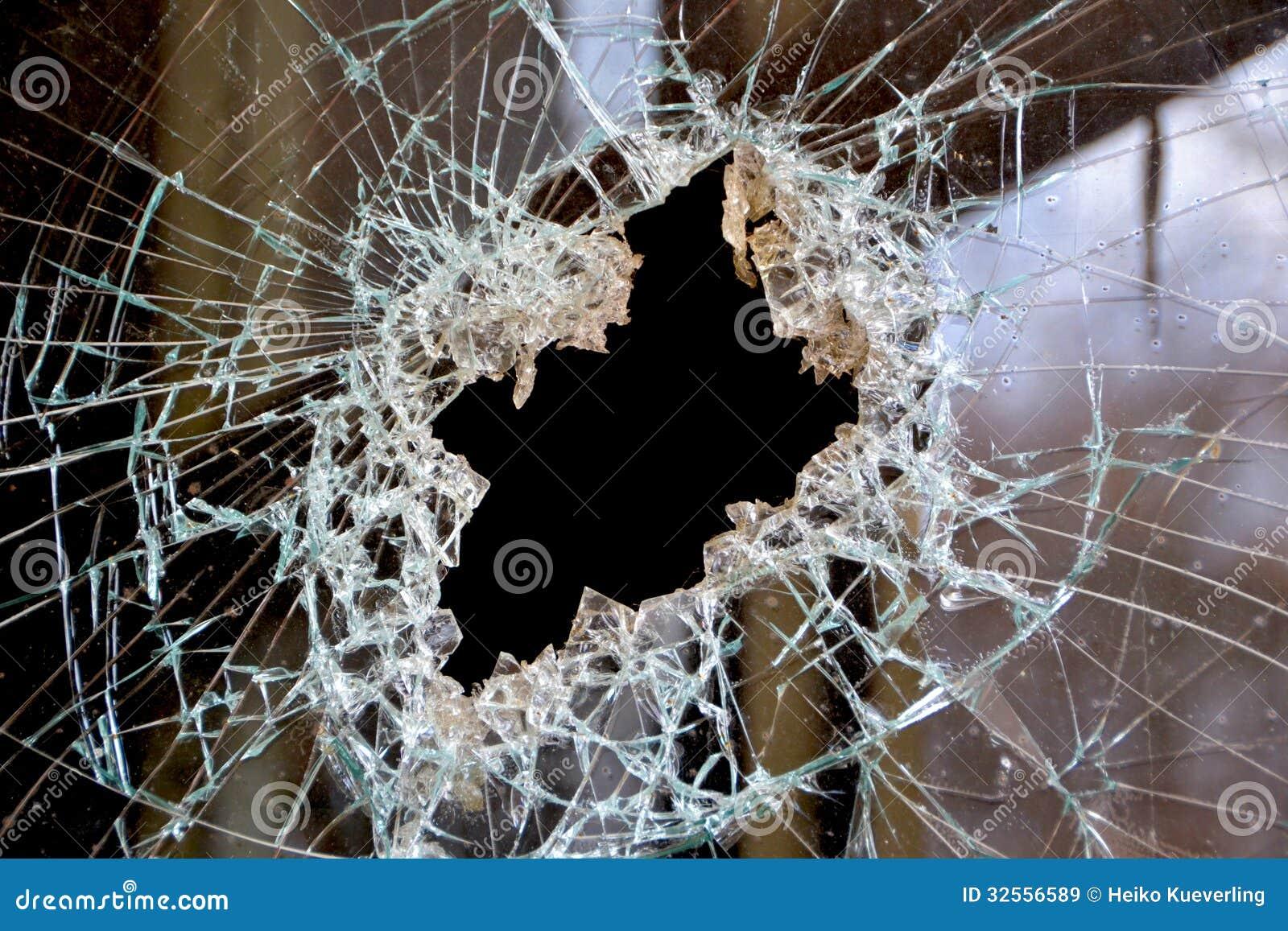 Un agujero en una ventana