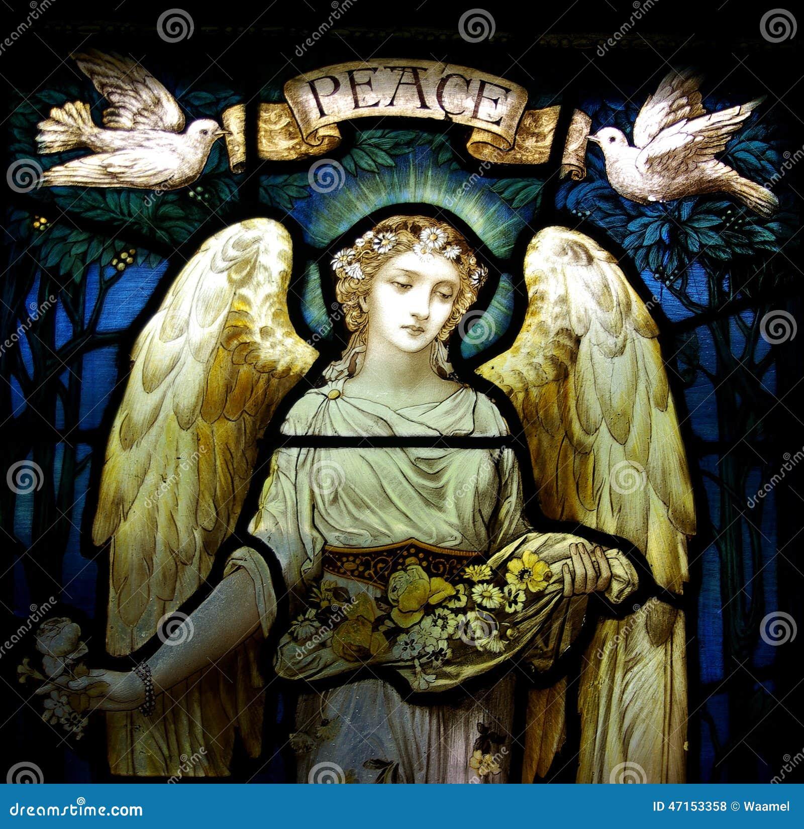 Un angelo con le colombe e la pace