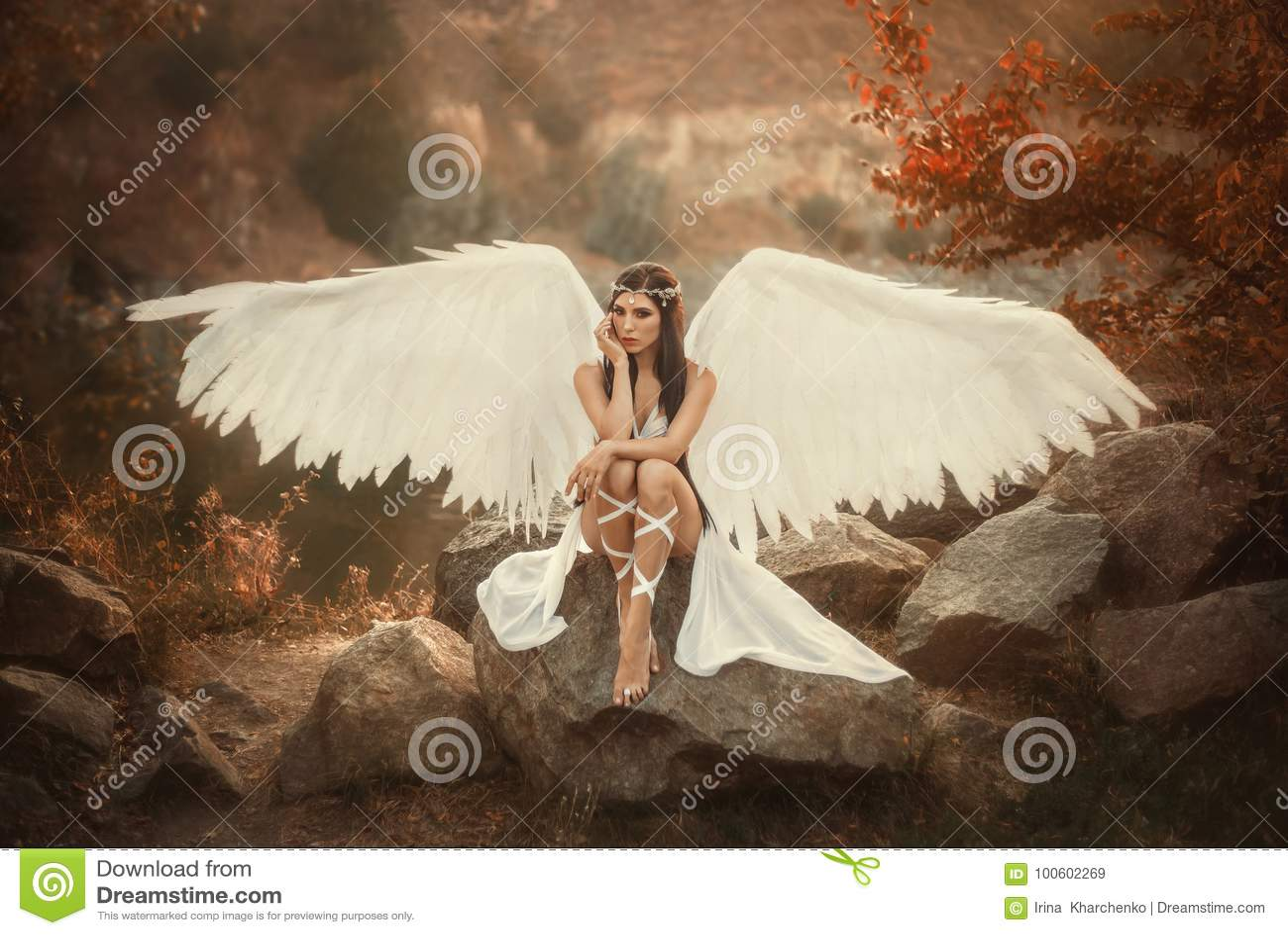 Un arcángel blanco hermoso