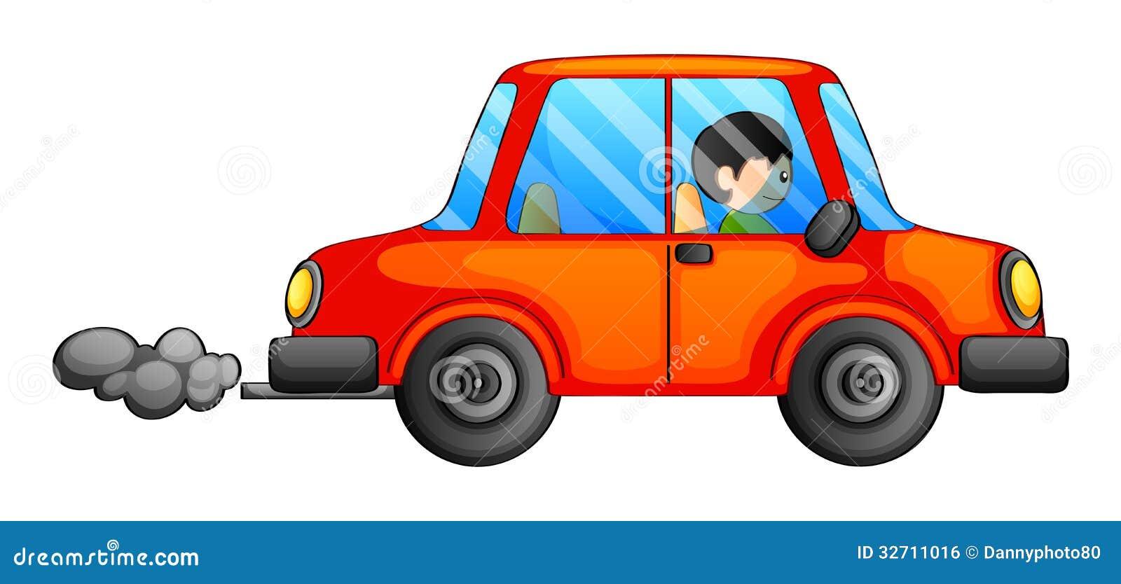 Un automobile arancio che emette un fumo scuro
