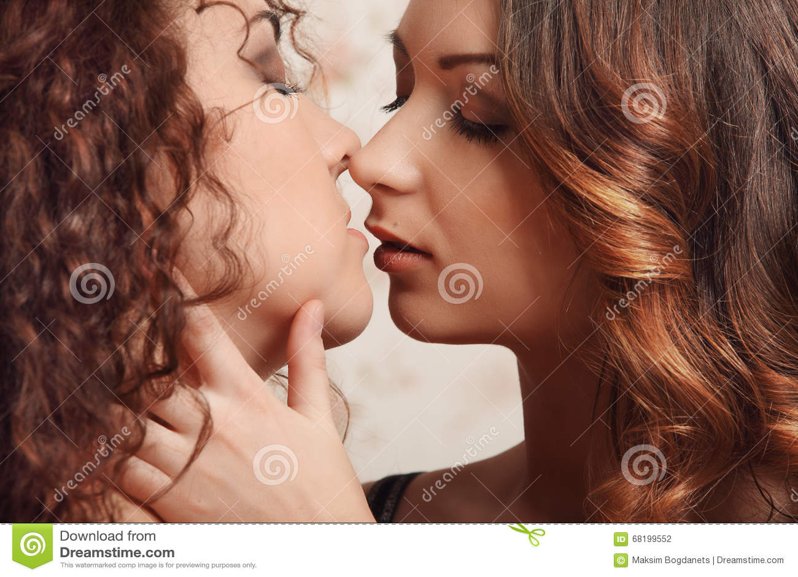 caldo lesbiche mamme baci