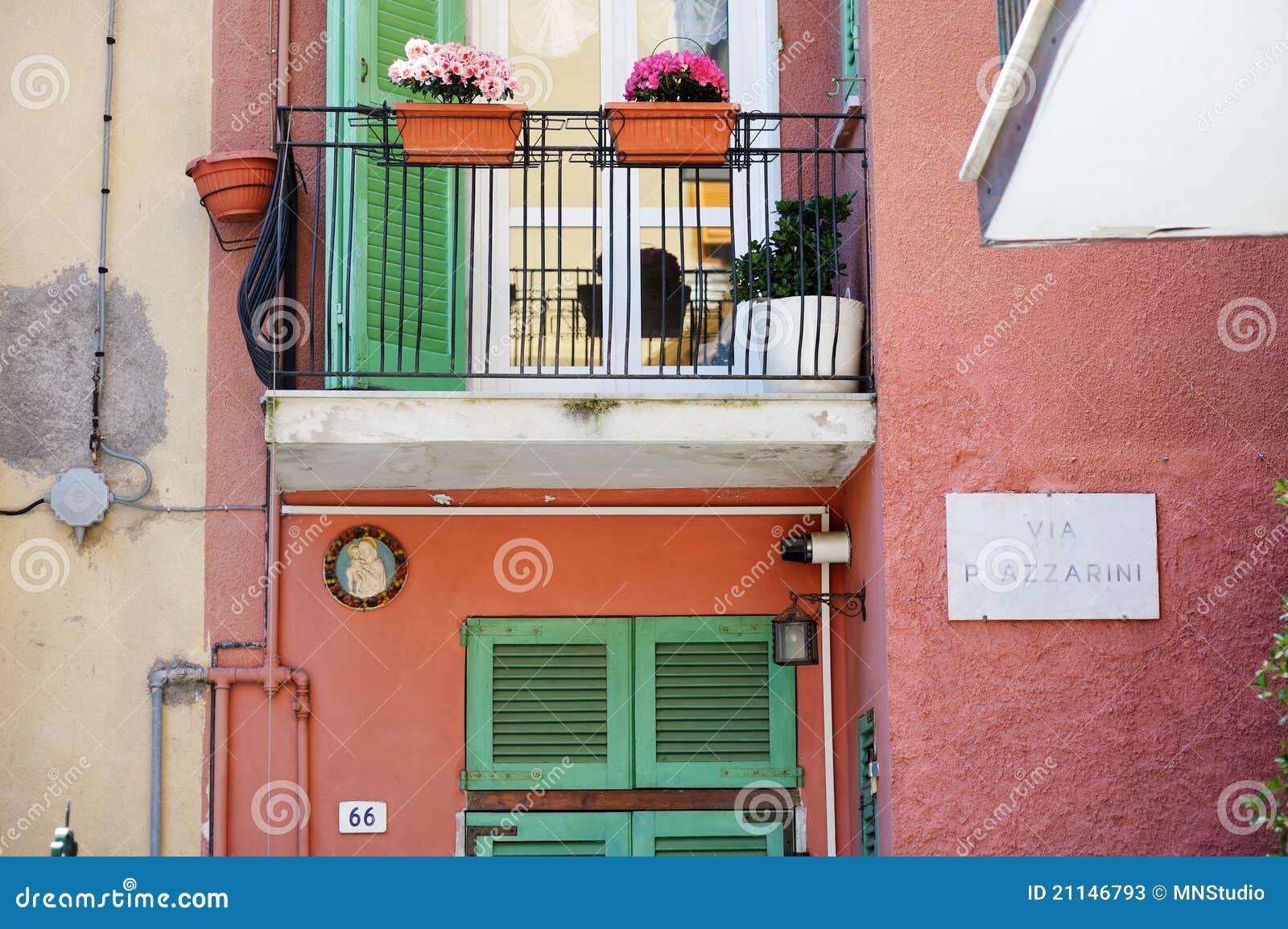 Un balcone variopinto in Italia