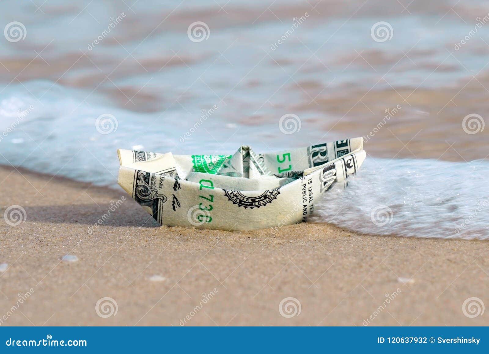 Un barco hecho de los billetes