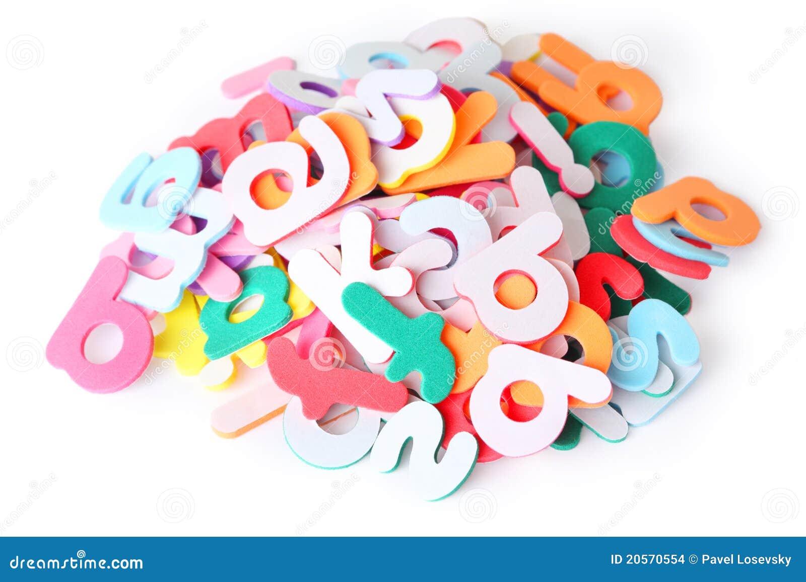 Un bon nombre de lettres colorées pour l enfant, alphabet, segment de  mémoire d isolement sur le blanc 6744e4d4592e