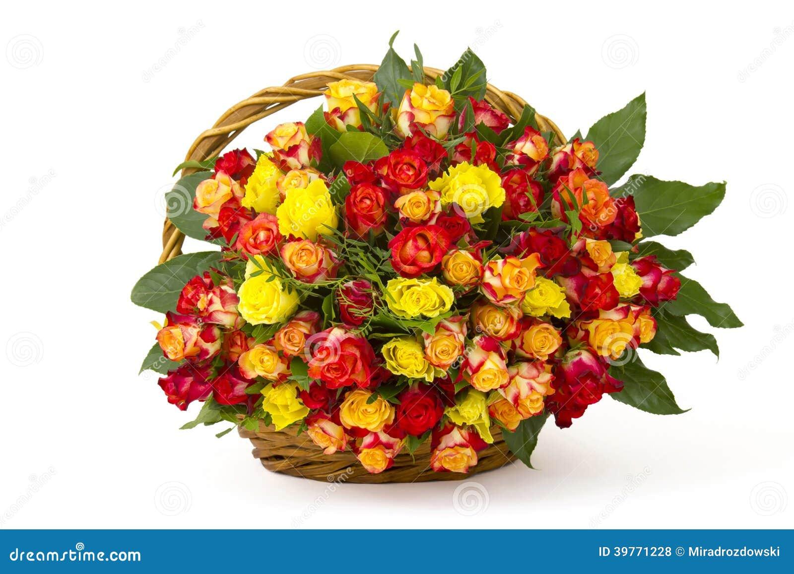 Un Bouquet Des Roses Multicolores Dans Un Panier Photo Stock Image