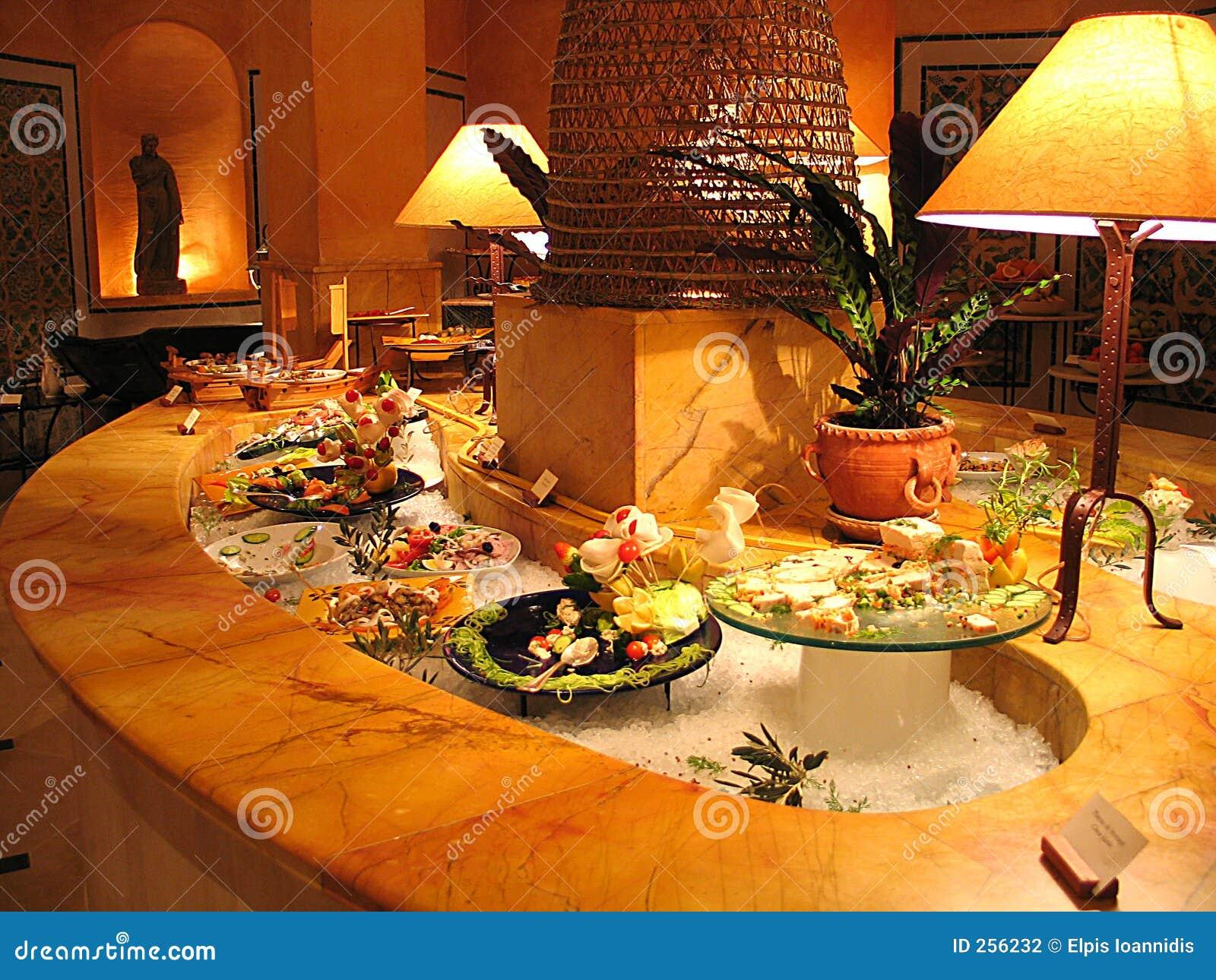 Un buffet d hôtel