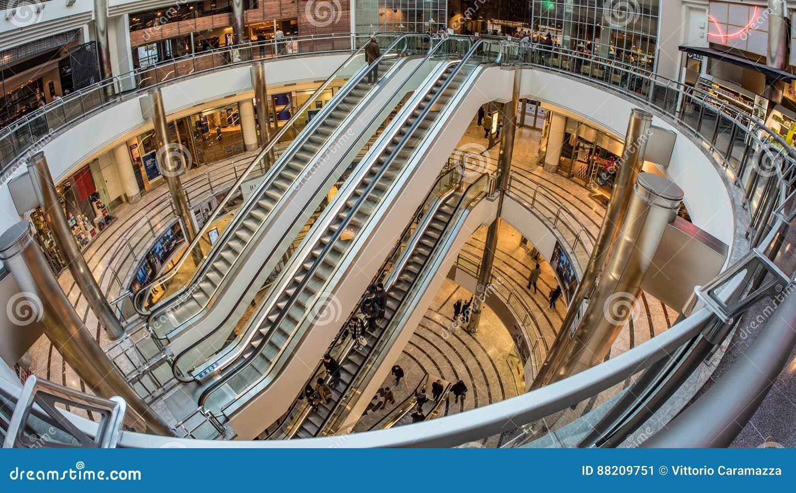 Un centro comercial en Warf amarillo, Londres