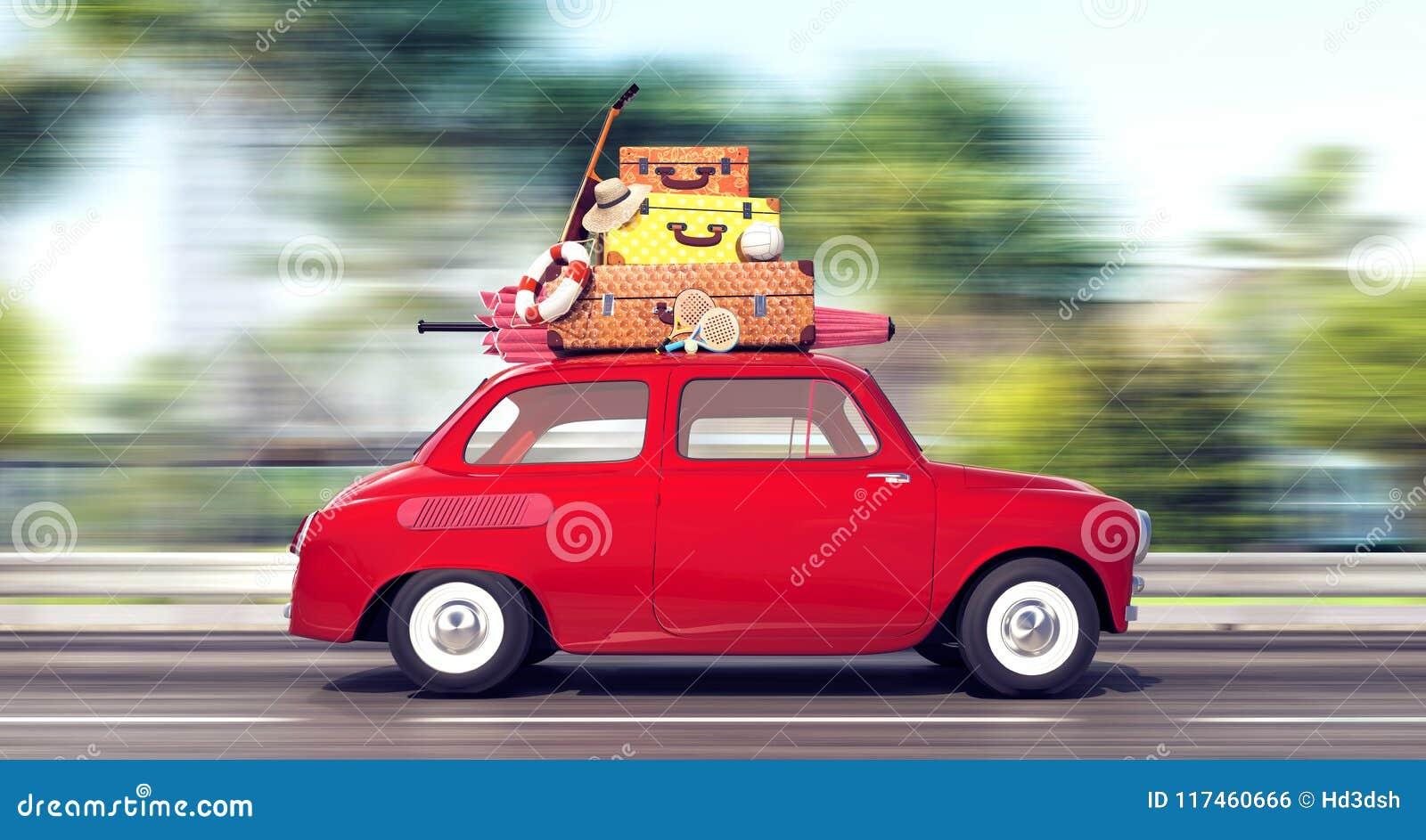 Un coche rojo con equipaje en el tejado va rápidamente el vacaciones