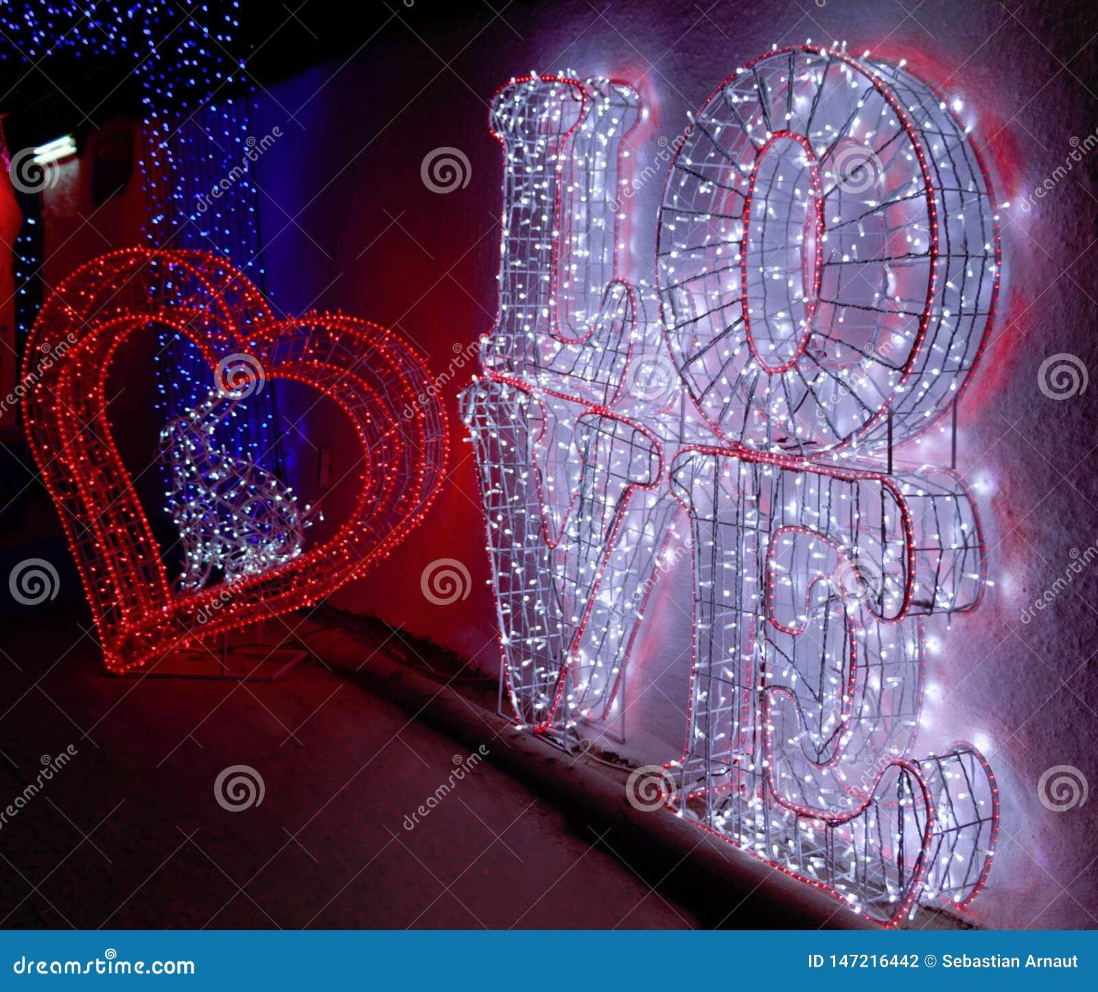 Un Coeur Et Un Grand Texte Damour Photo Stock Image Du