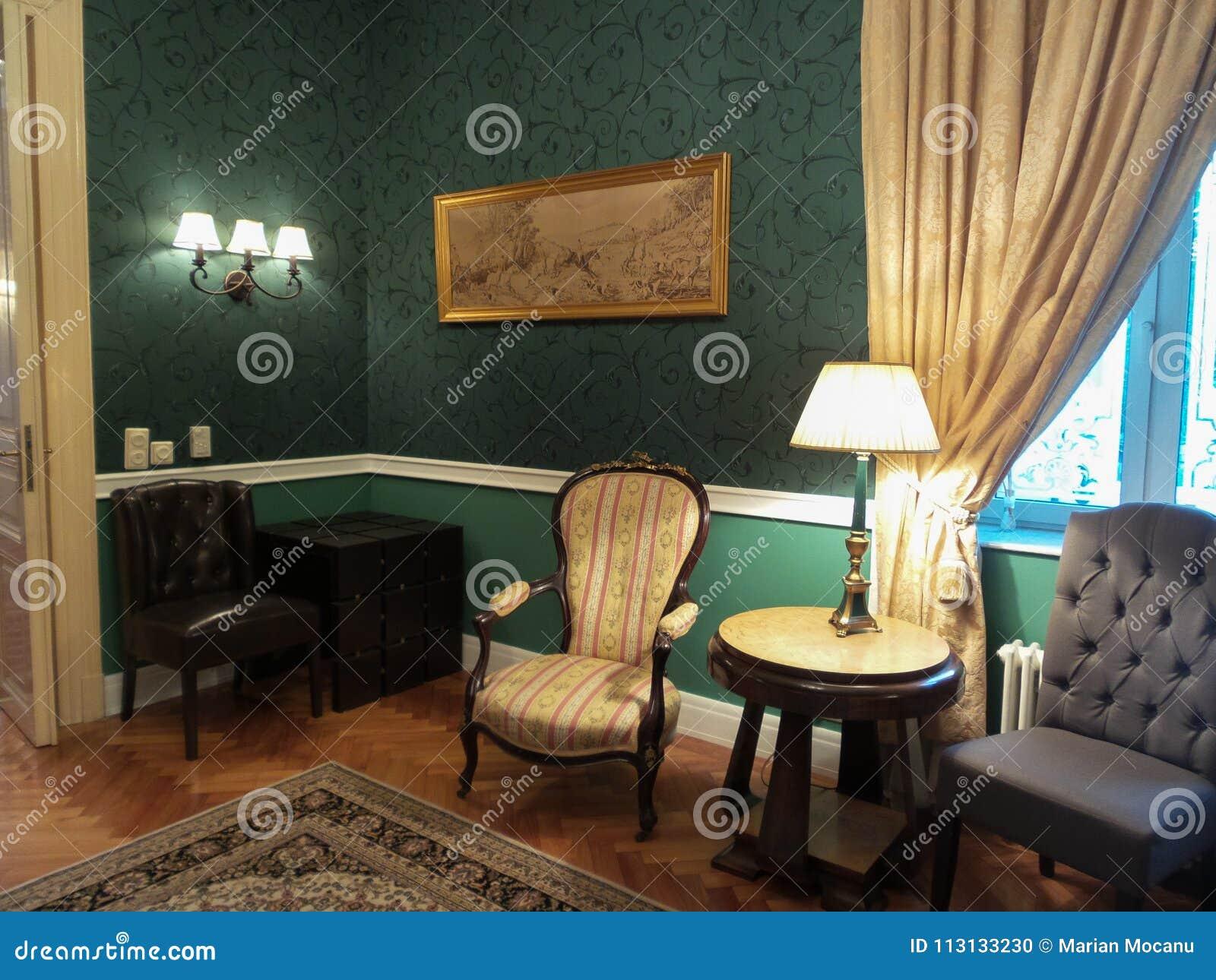 un coin dans une chambre dans le palais d'iulia hasdeu image