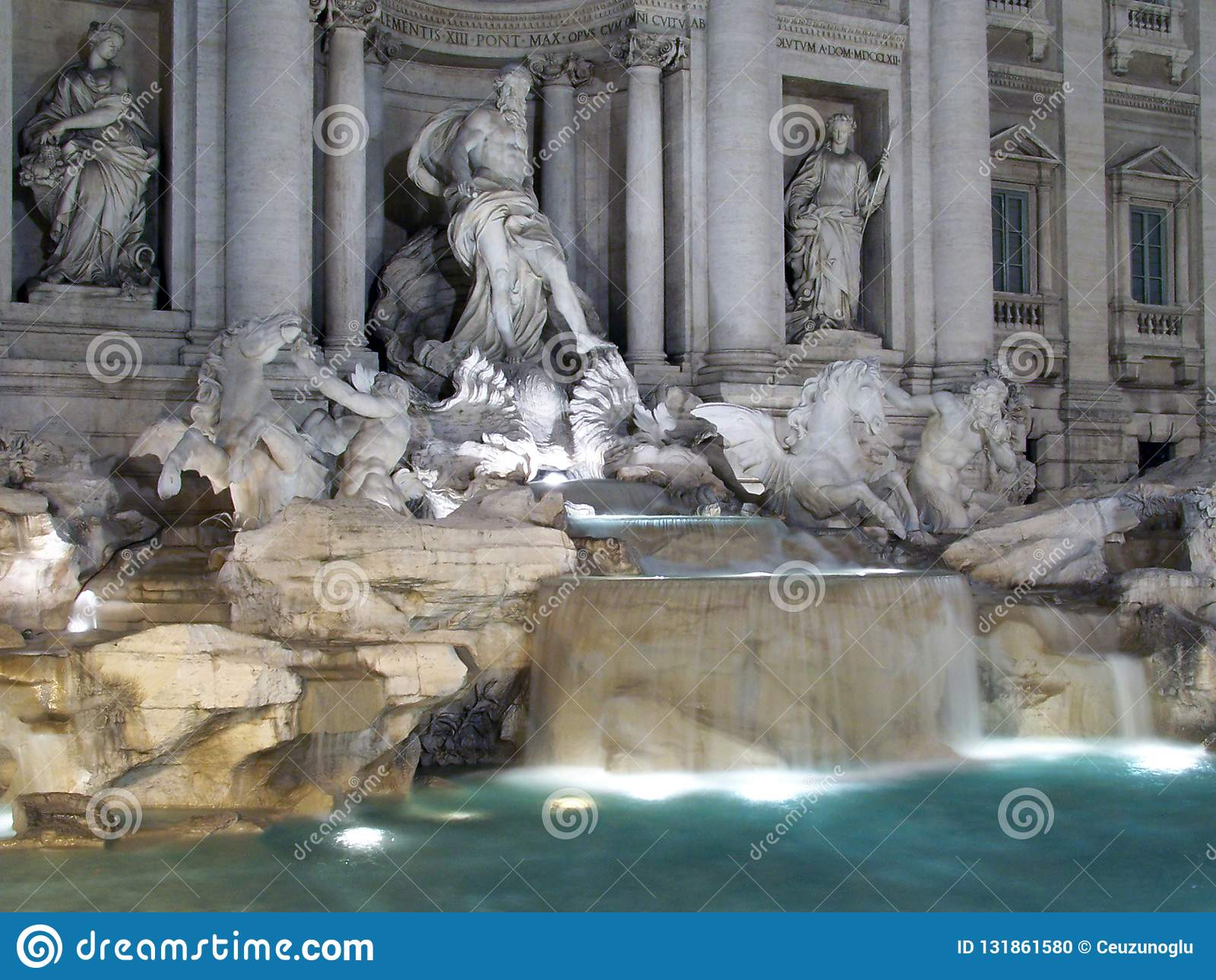 Un Colpo Di Notte Della Fontana Di Trevi A Roma Italia