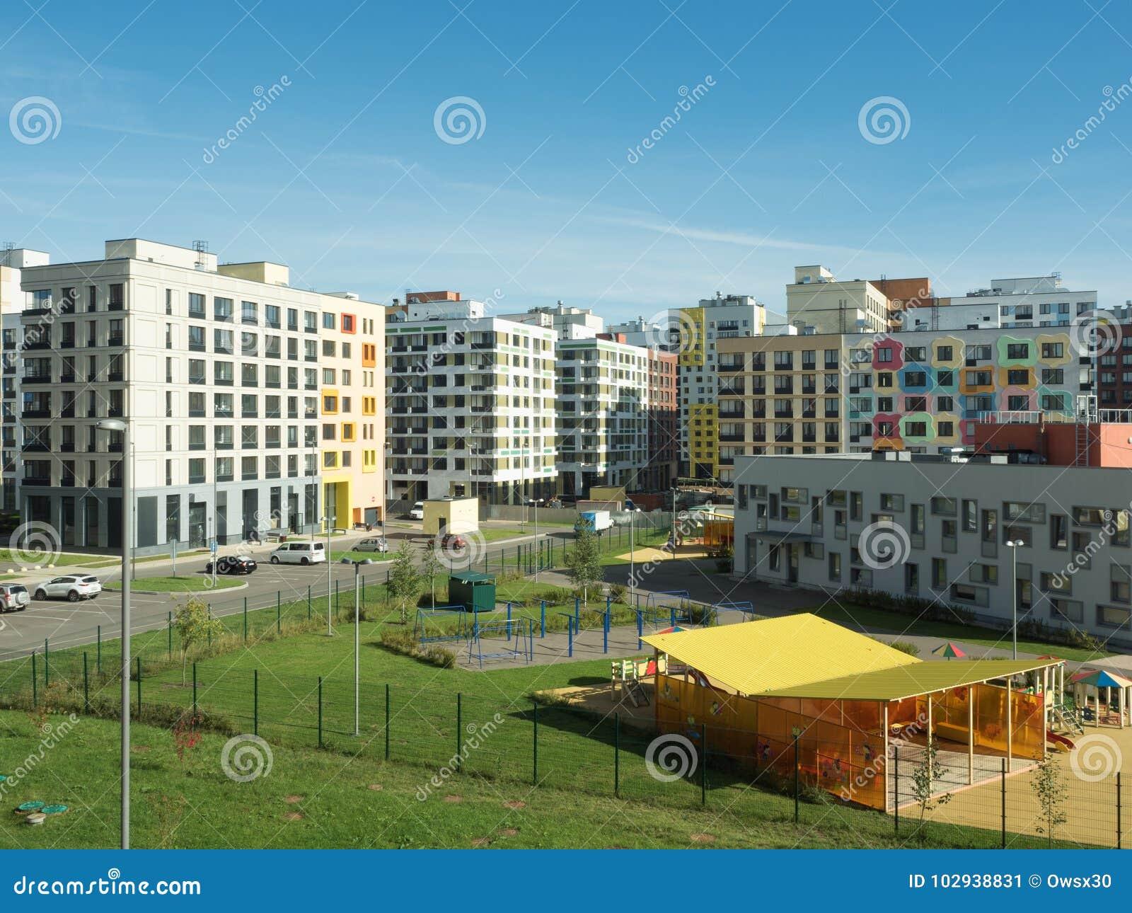 Un complejo residencial moderno kindergarten