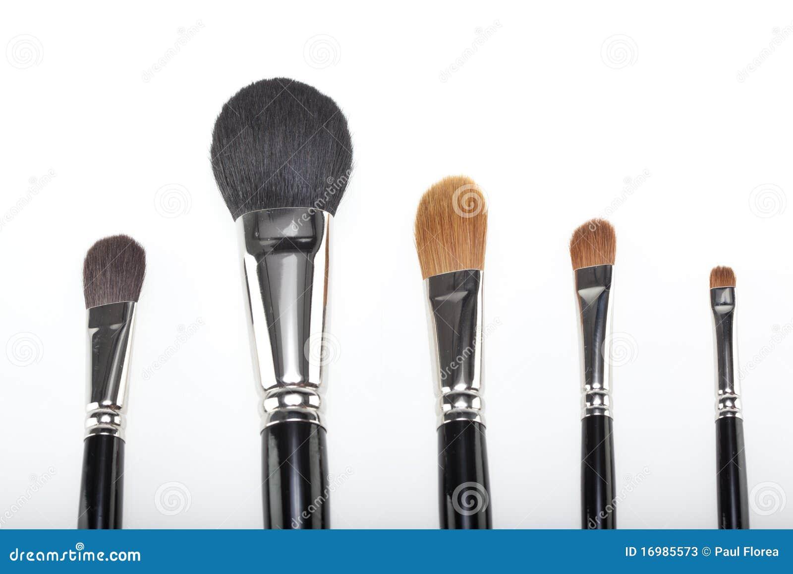 Un conjunto de 5 cepillos del maquillaje