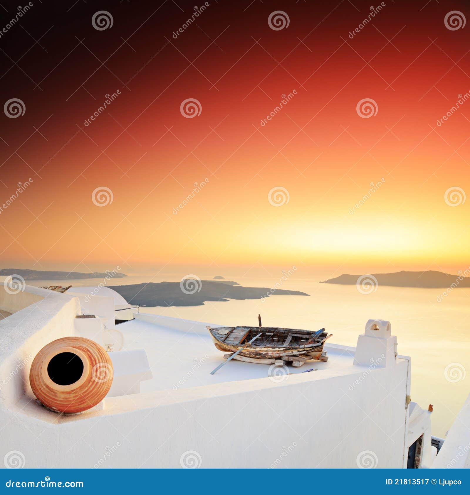 Un coucher du soleil au-dessus d île de Santorini