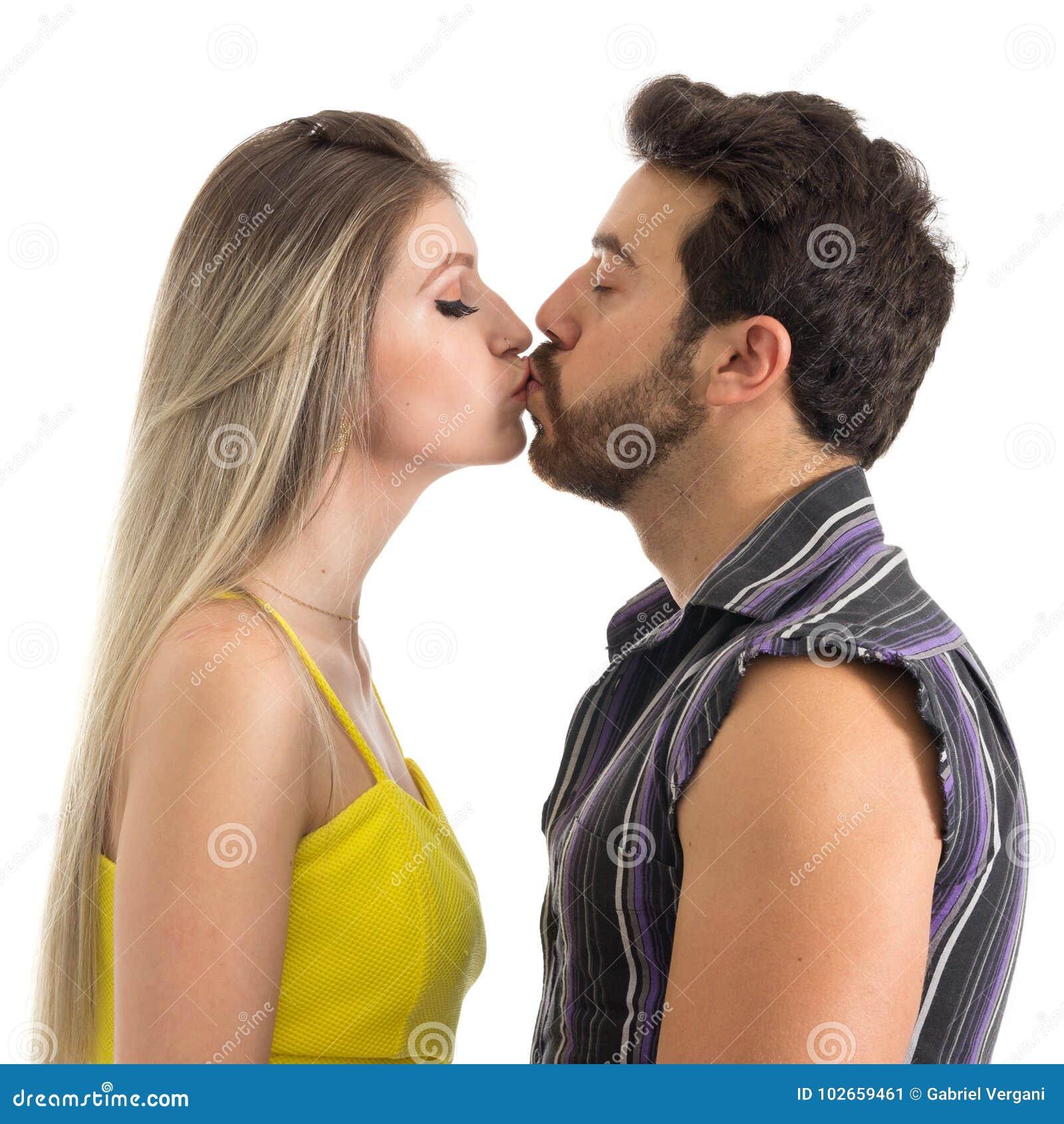 Un Couple Dans L Amour Embrasse Doucement Visage De Profil