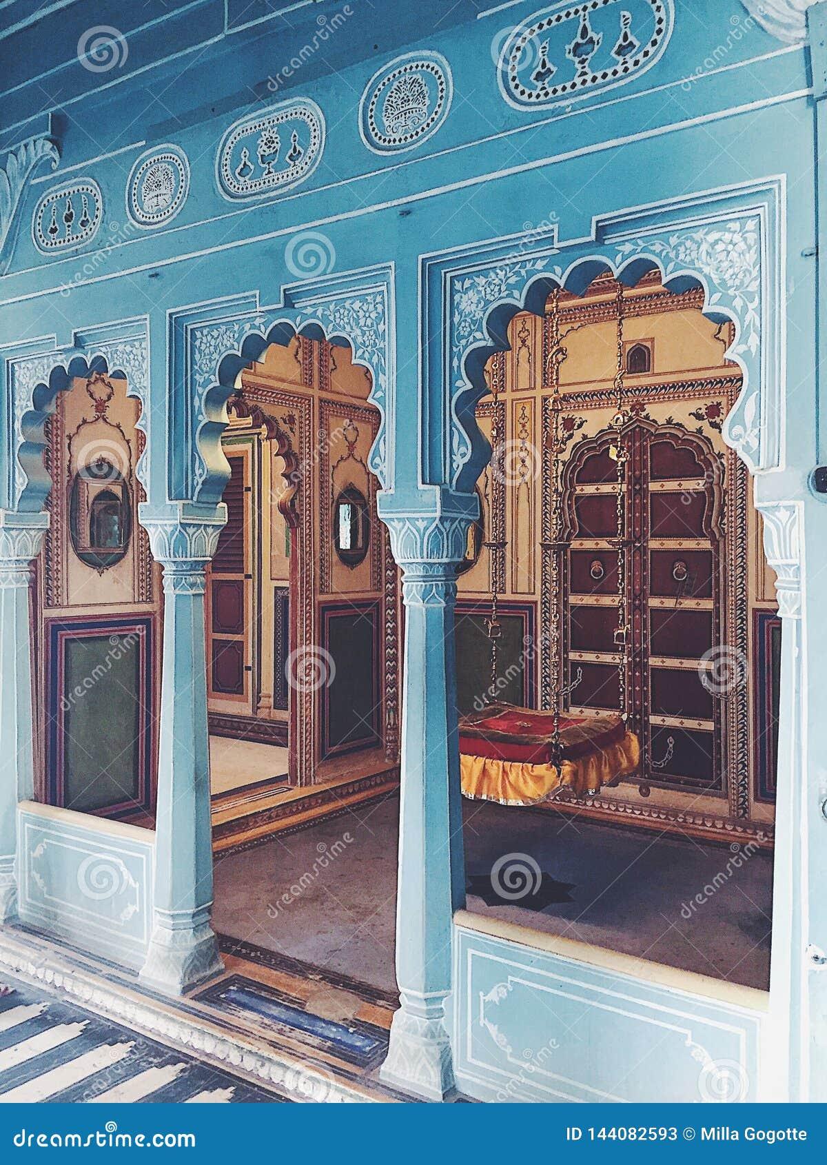 Un cuarto con el oscilación en el palacio de la ciudad de Udaipur