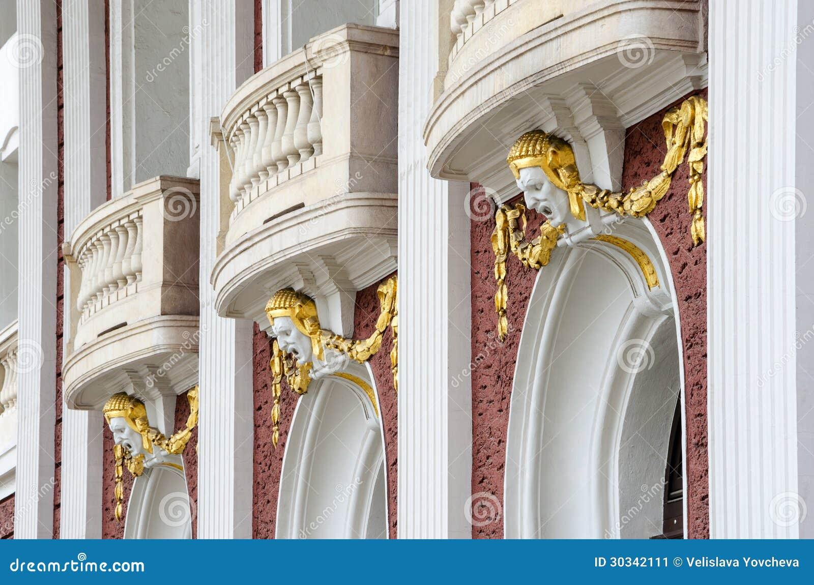 Un détail architectural du théâtre national à Sofia, bulgare