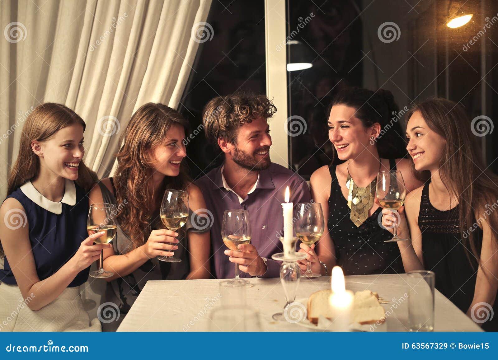 Un dîner heureux
