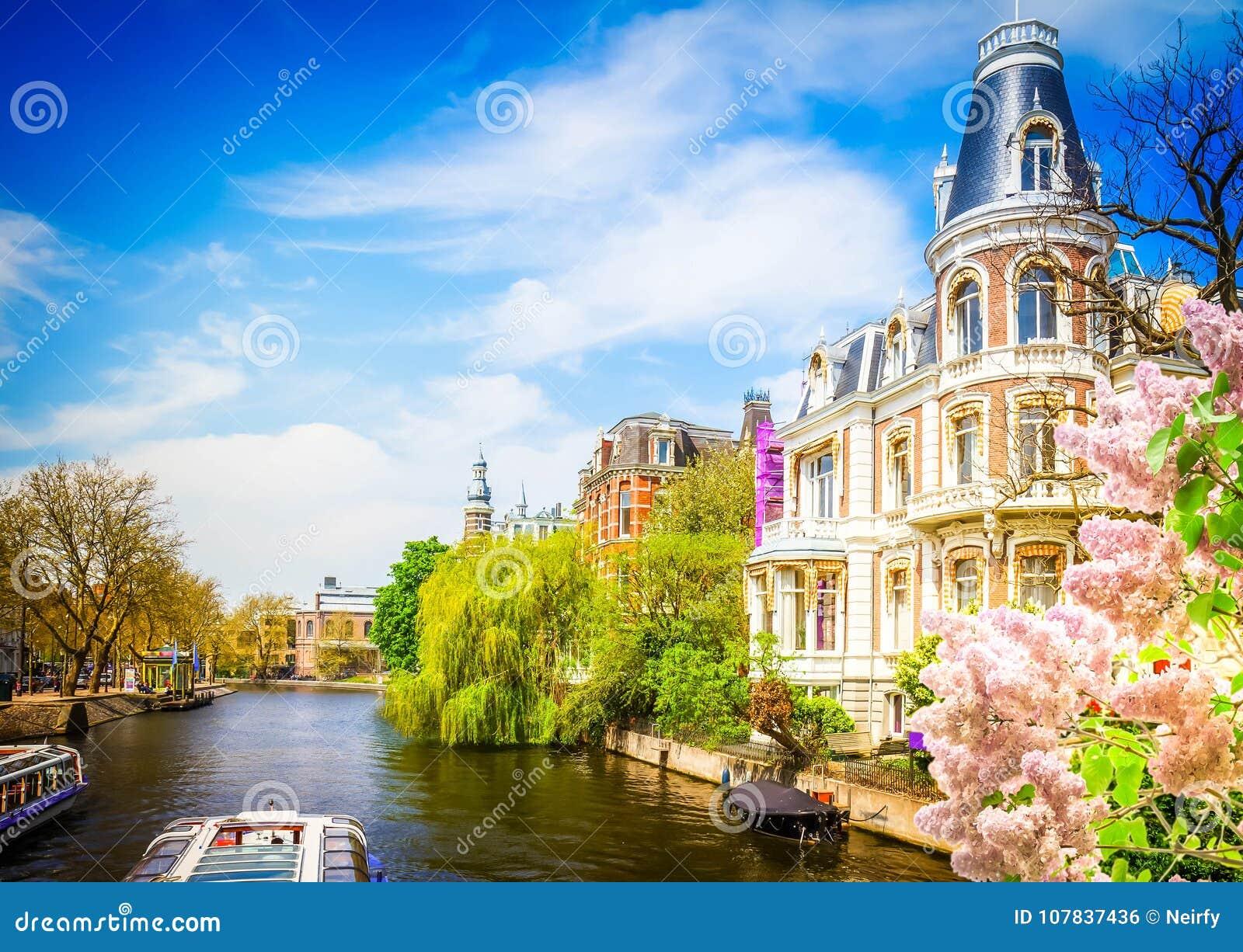 Un de canaux à Amsterdam
