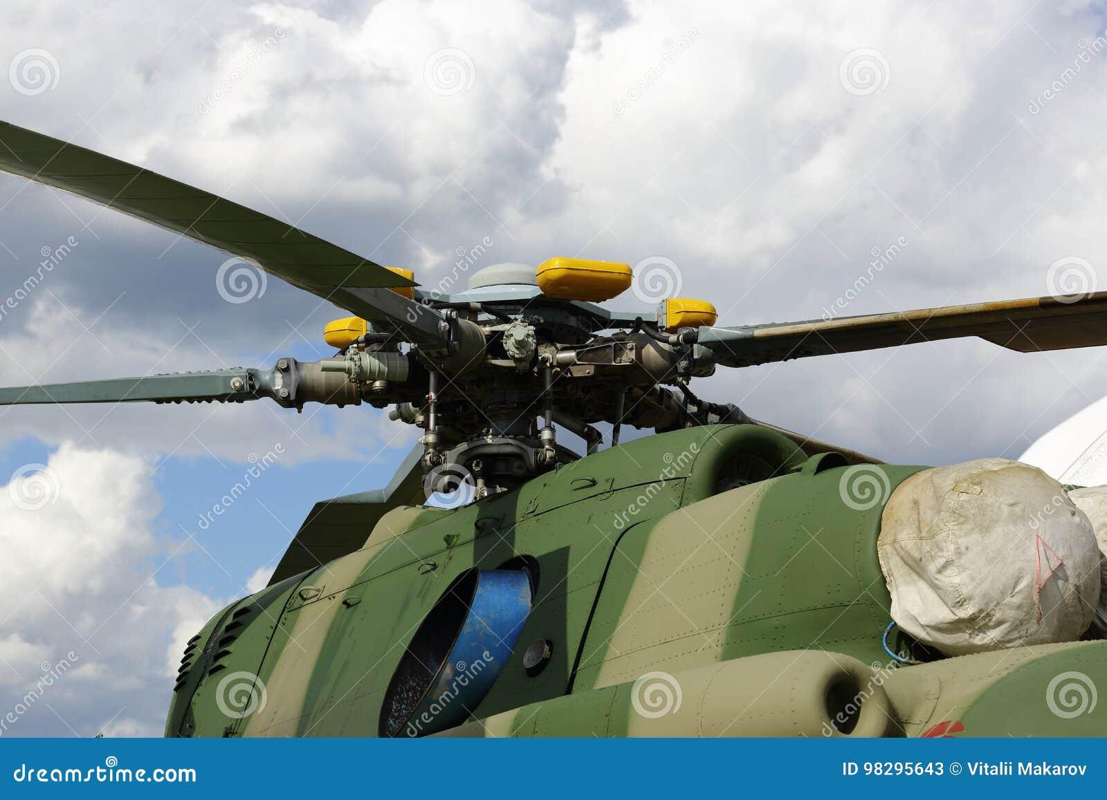 Un Elicottero : Un elicottero militare le lame di un elicottero turbina degli