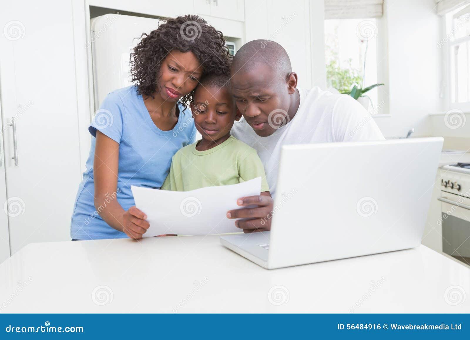 Un fonctionnement de famille et à l aide de son ordinateur