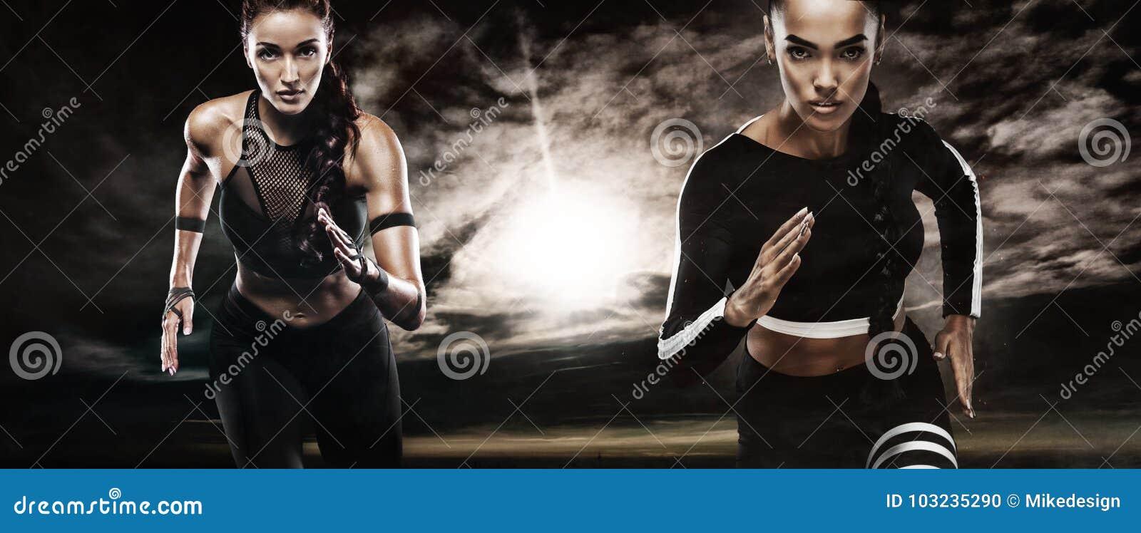 Un forte sprinter delle donne e atletico, eseguente uso all aperto nella motivazione degli abiti sportivi, di forma fisica e di s