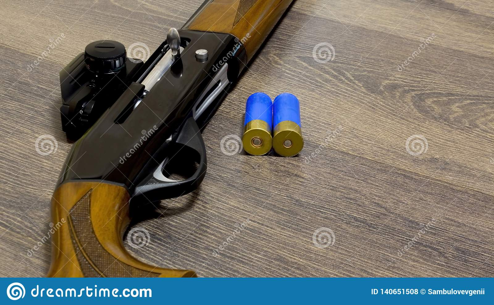 Un fucile da caccia di 12 calibri con le pallottole