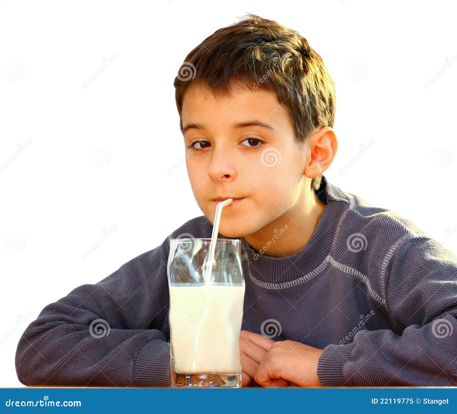 Un garçon et un lait