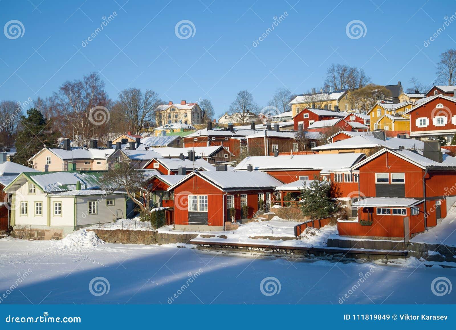 Un giorno soleggiato di febbraio in Porvoo finland